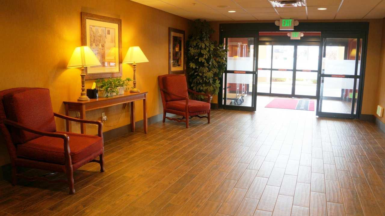 Hampton Inn & Suites Kingman image 2