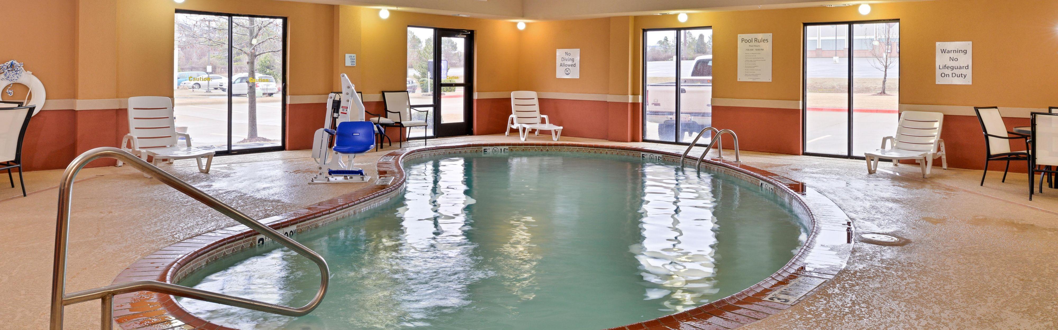 Holiday Inn Express & Suites Van Buren-Ft Smith Area image 2