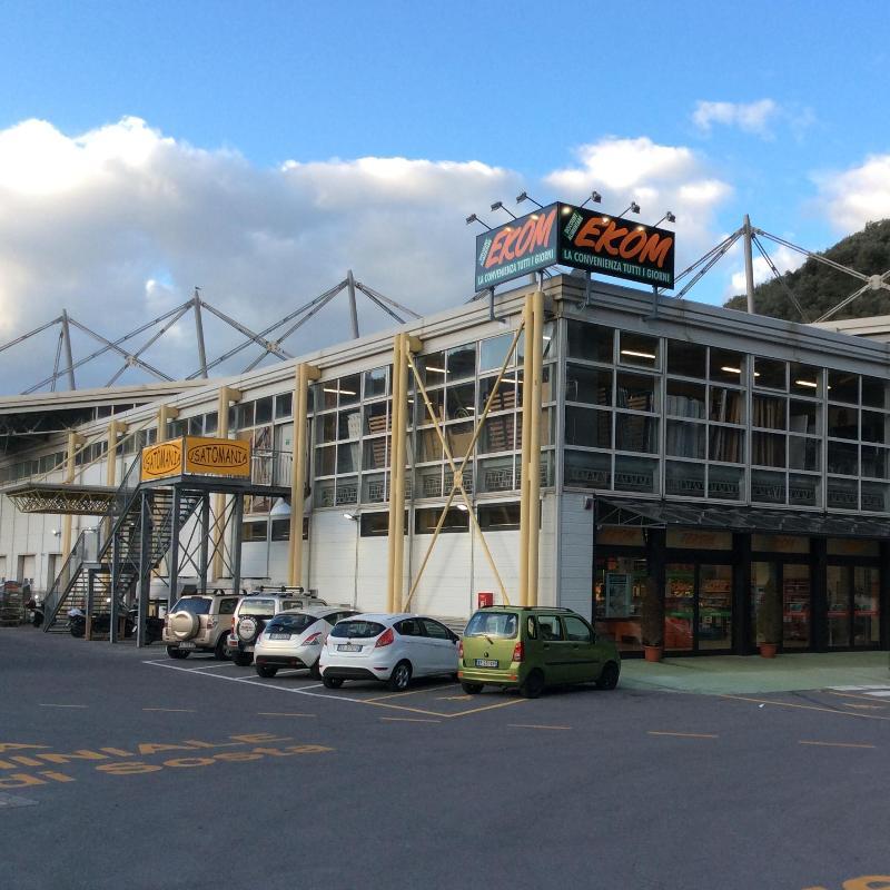 Usatomania centri commerciali e grandi magazzini for Grandi magazzini mobili