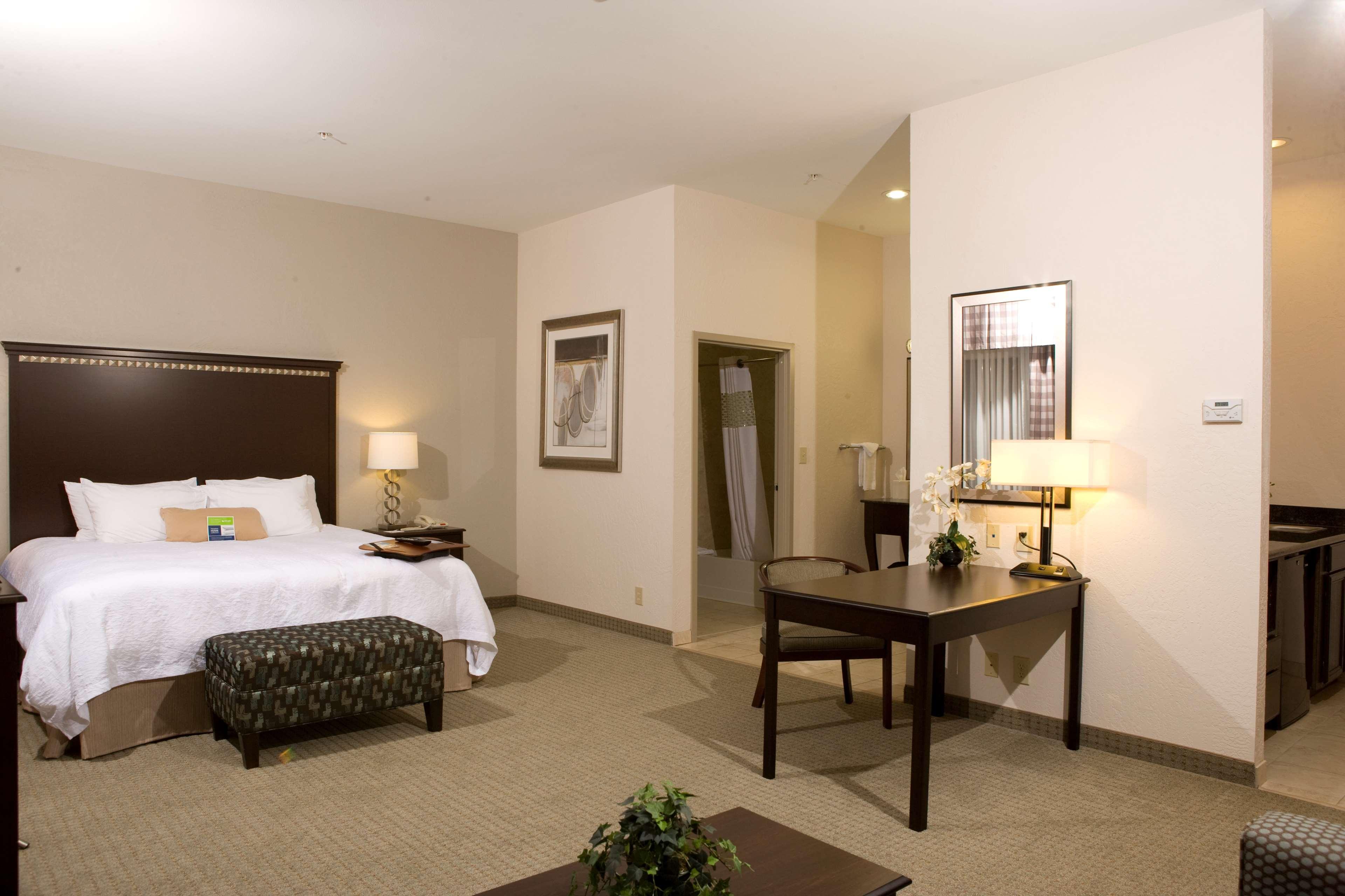 Hampton Inn & Suites Mount Pleasant image 20