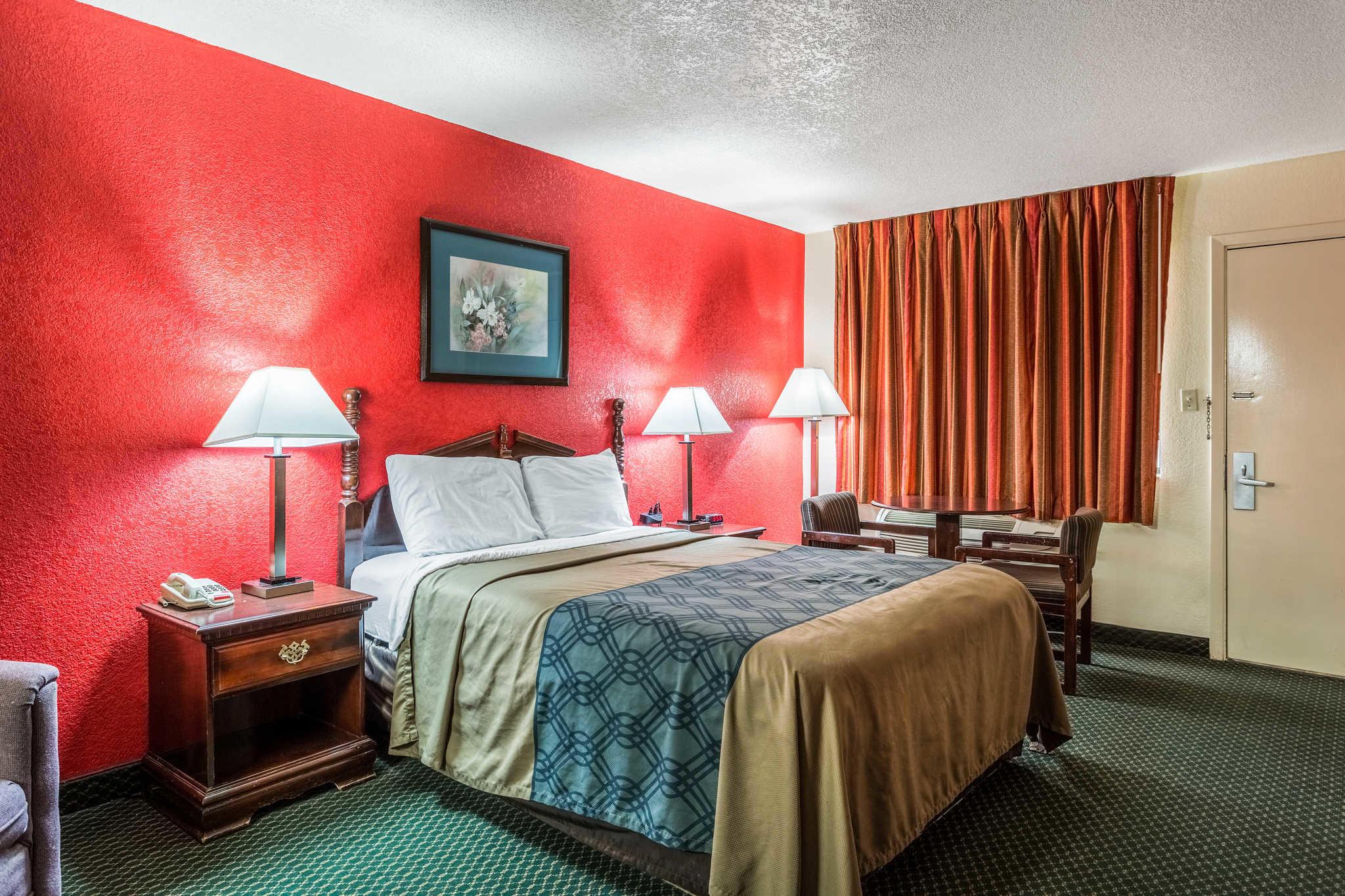 Econo Lodge & Suites image 15