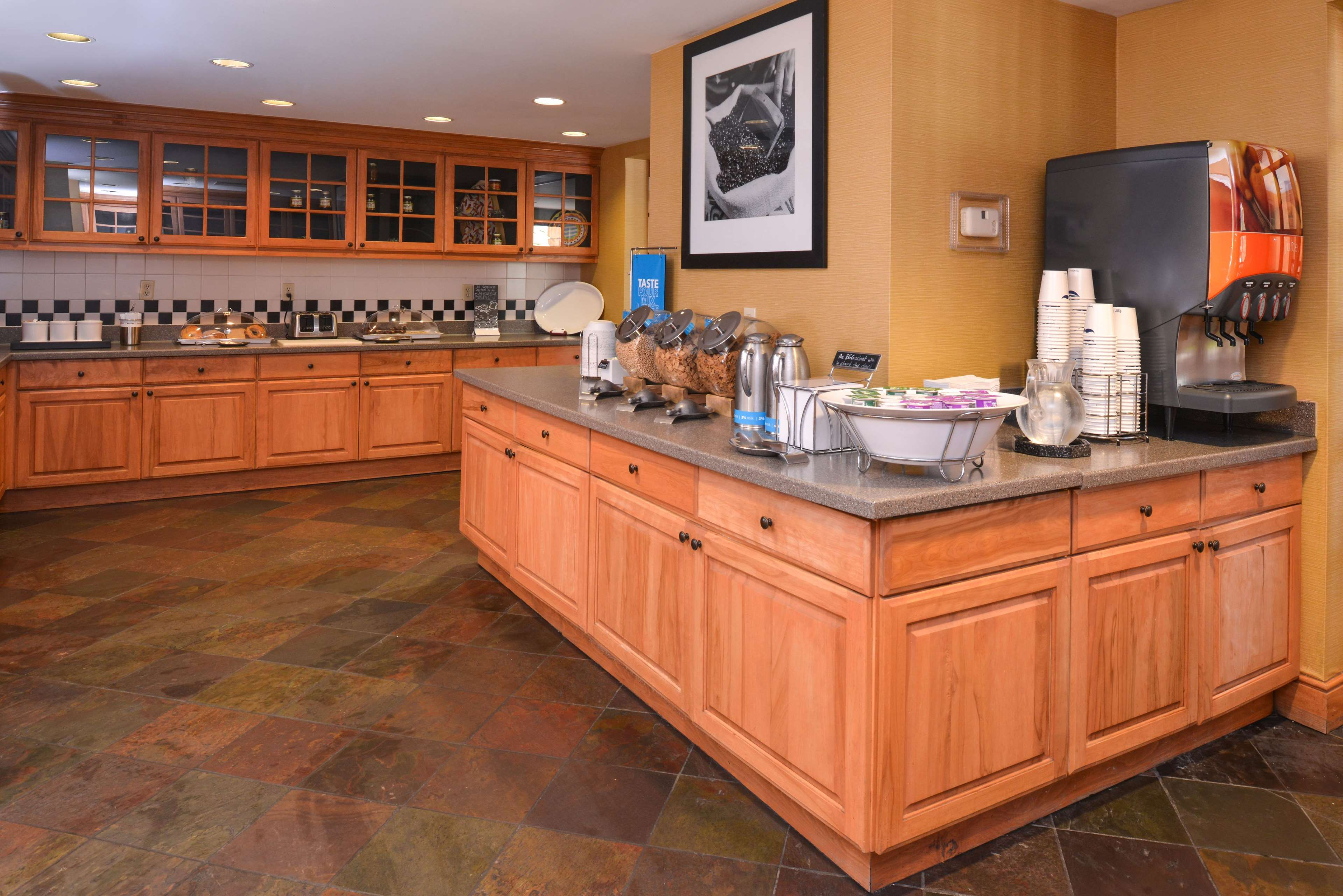 Hampton Inn & Suites Pueblo-Southgate image 20