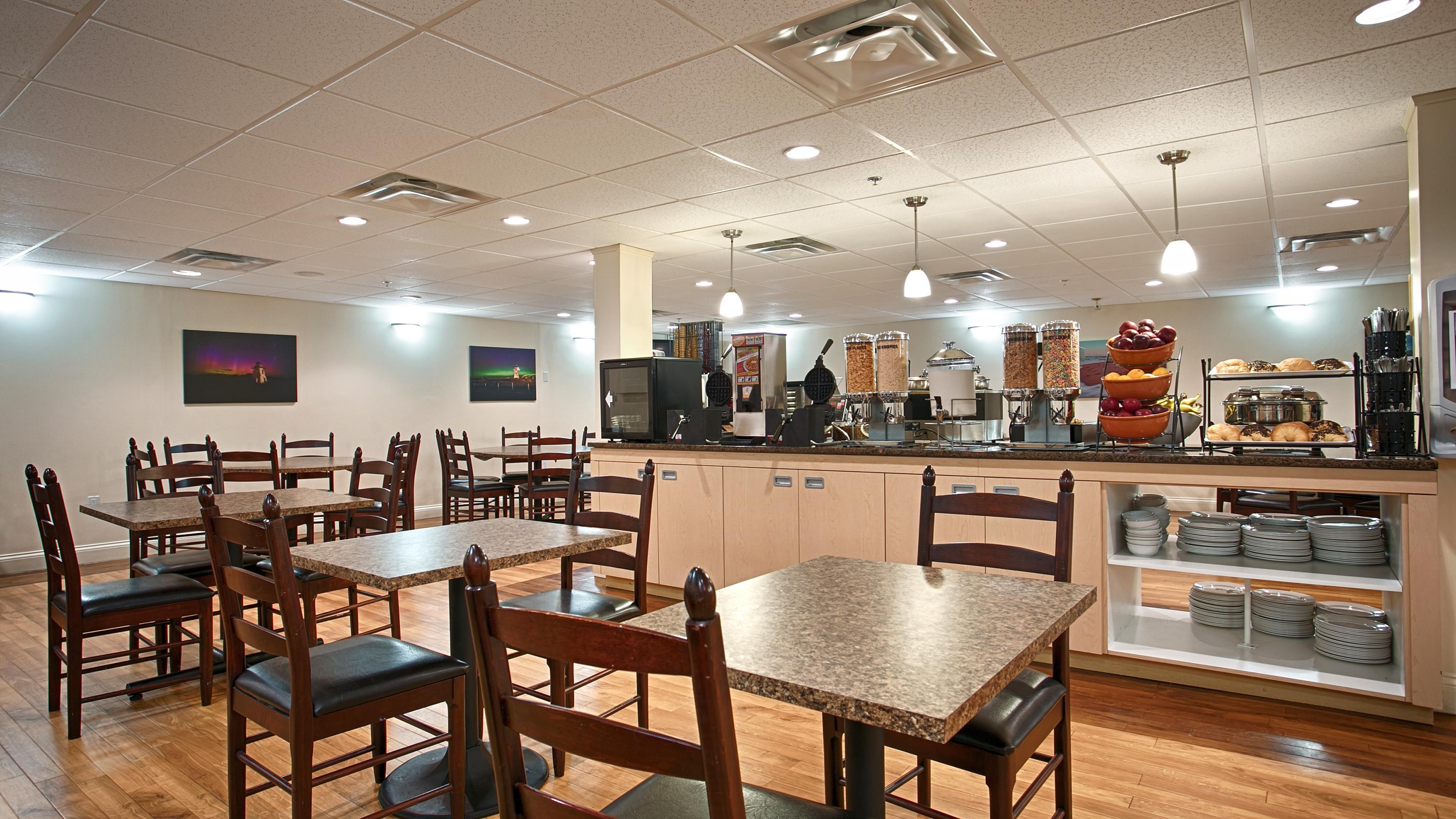 Charlottetown Inn & Conference Centre in Charlottetown: Breakfast Room