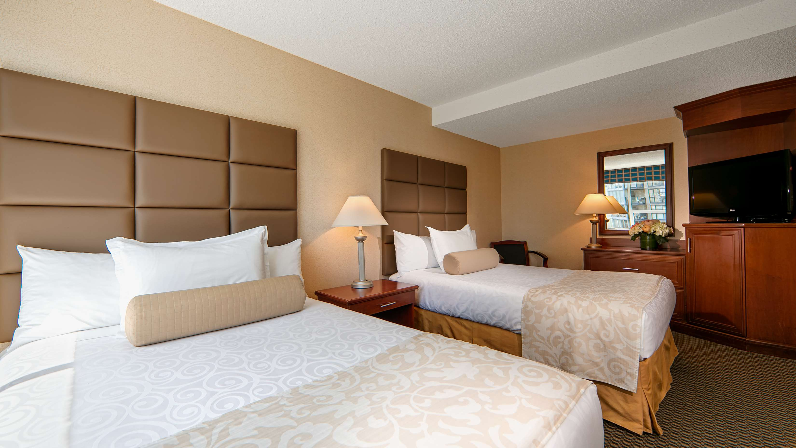 Best Western Plus Chateau Granville Hotel & Suites & Conference Ctr. in Vancouver: Deluxe Two Double Bed Guest Room