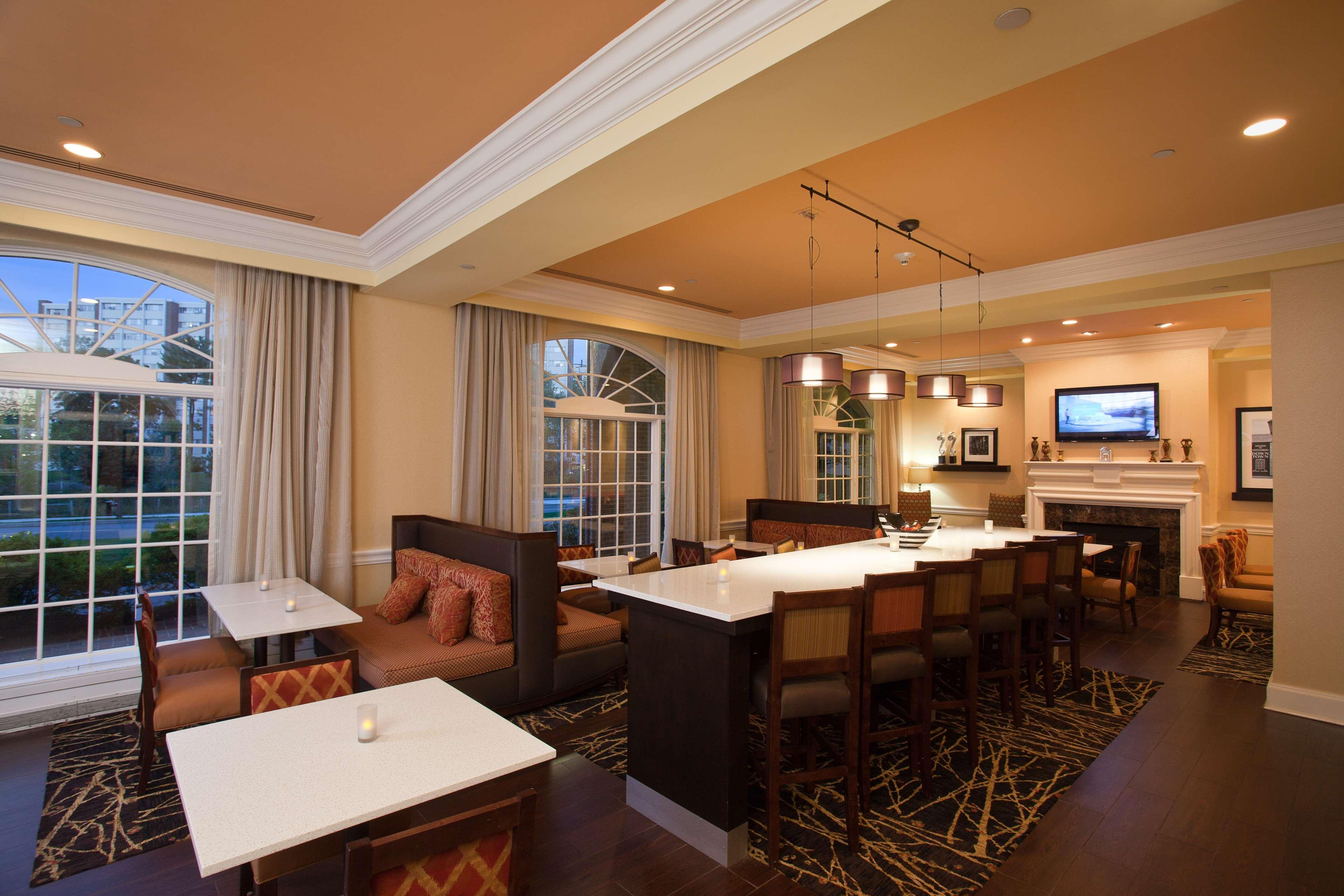Hampton Inn & Suites Stamford image 12