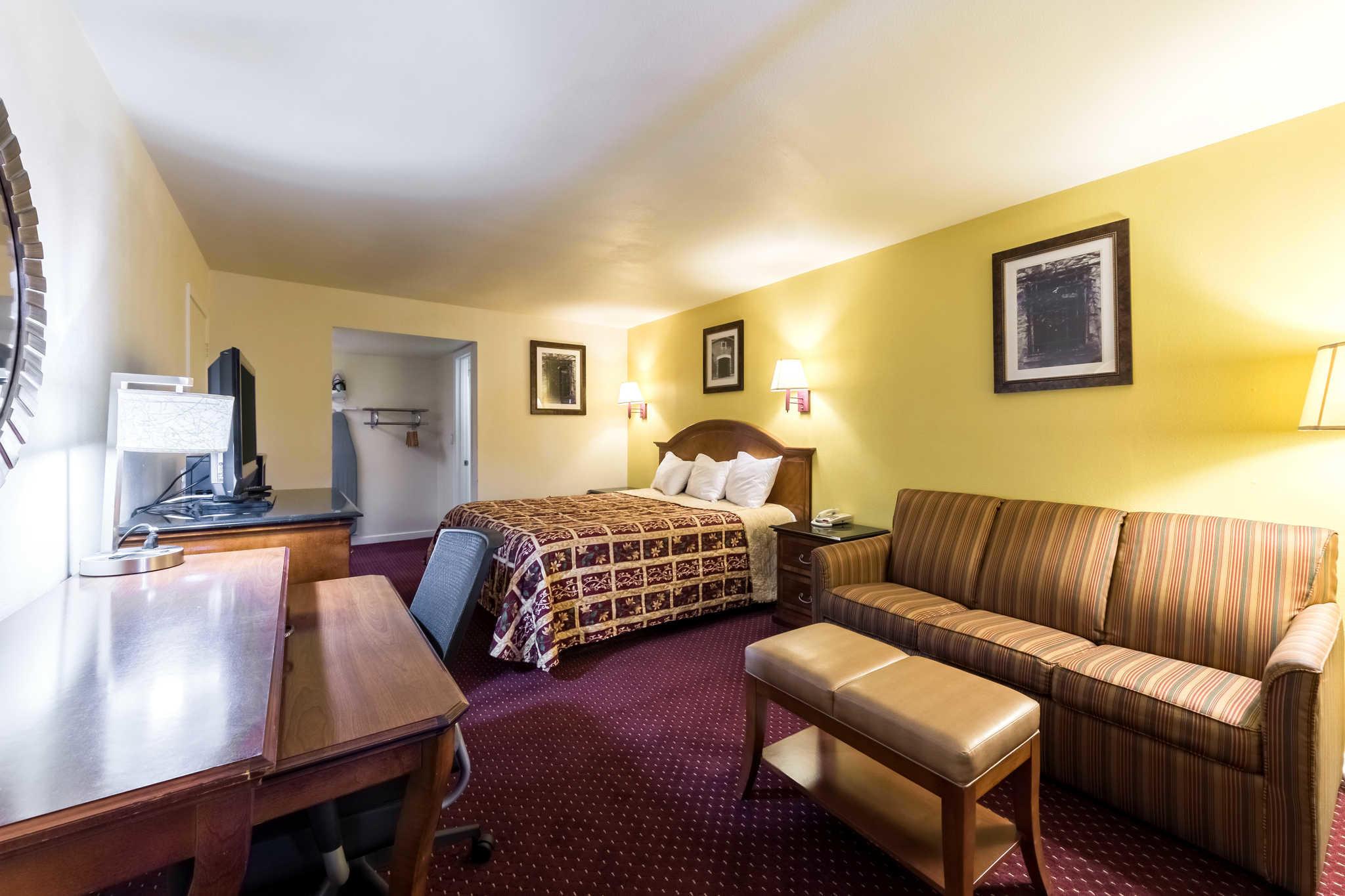 Rodeway Inn at Six Flags image 13