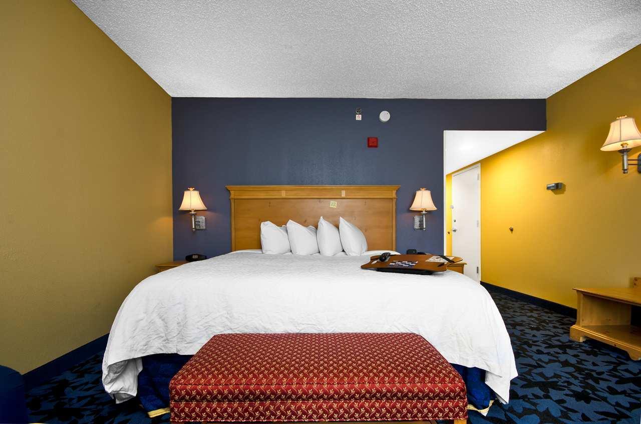 Hampton Inn & Suites Jacksonville South-St. Johns Town Center Area image 12