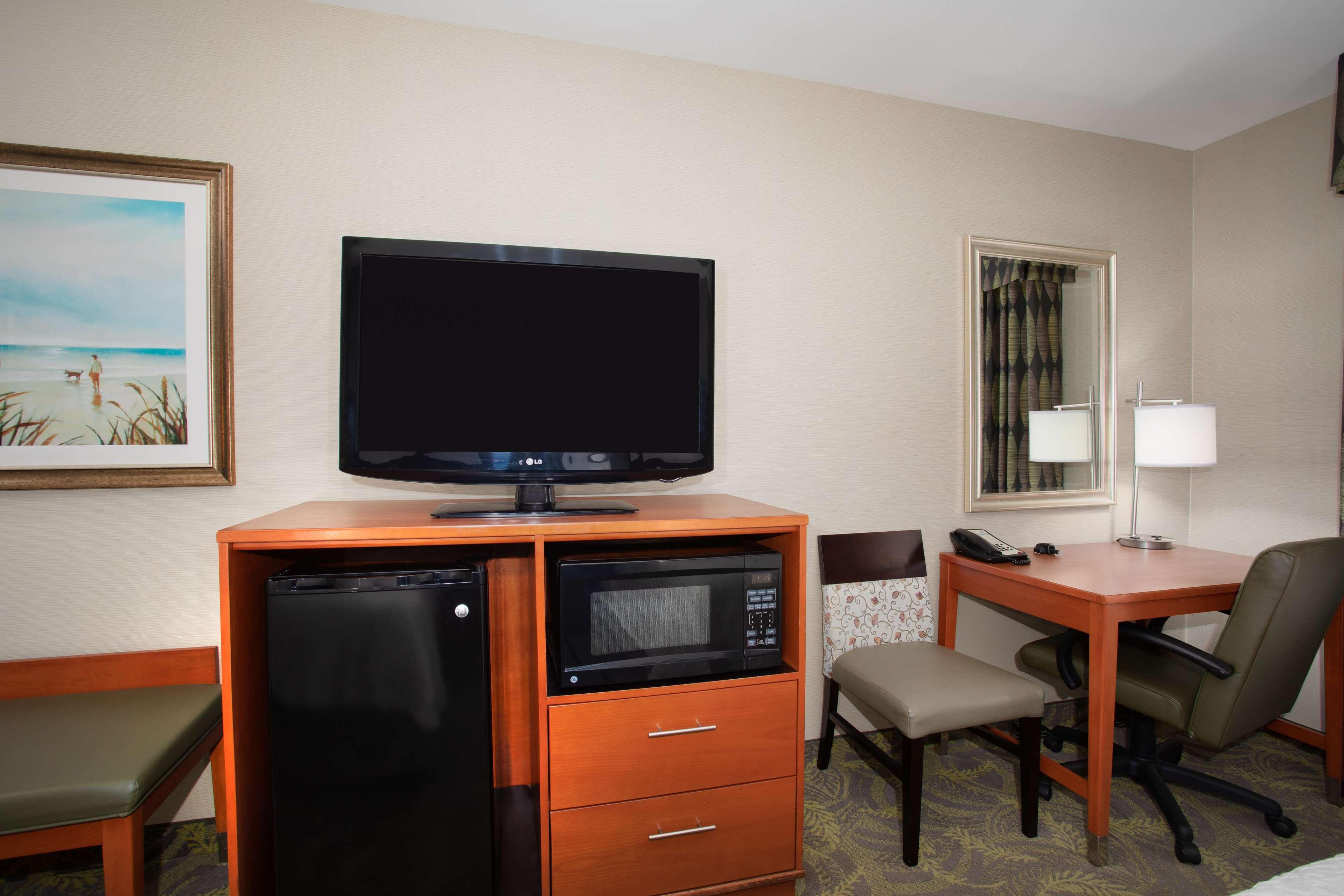 Hampton Inn & Suites Astoria image 19