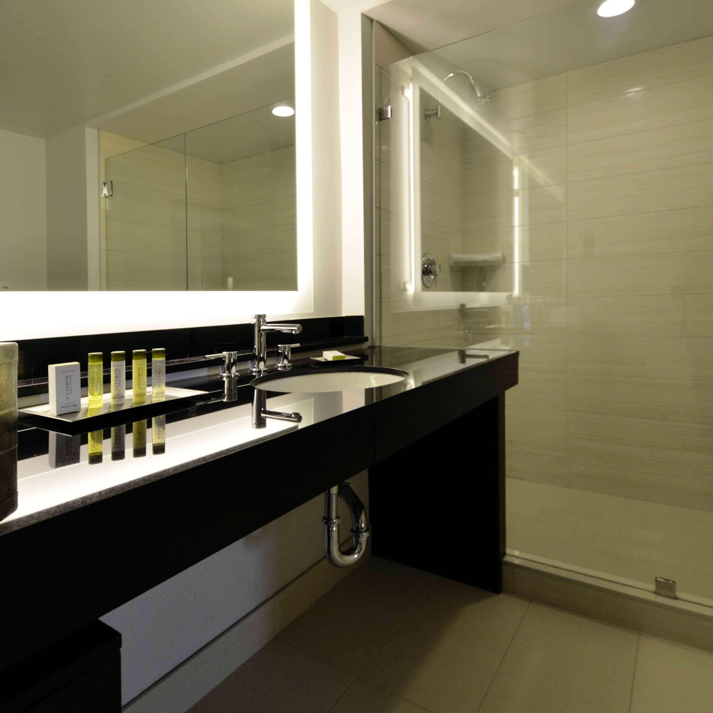 DoubleTree by Hilton Hotel Newark - Fremont image 37