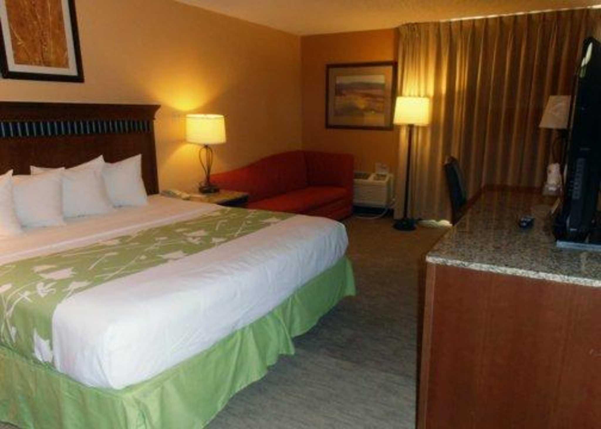 Quality Inn & Suites I-25 North image 3
