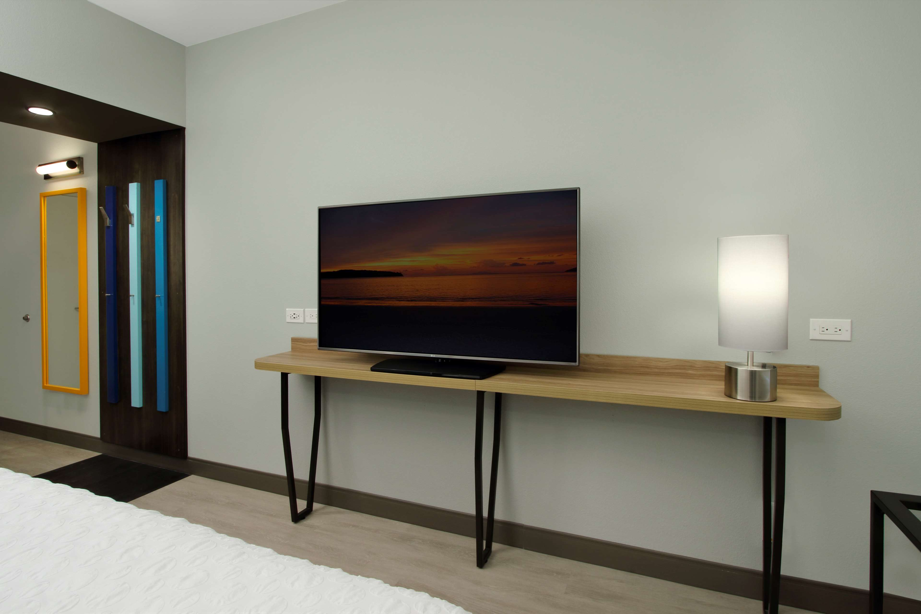 Tru by Hilton Meridian image 25