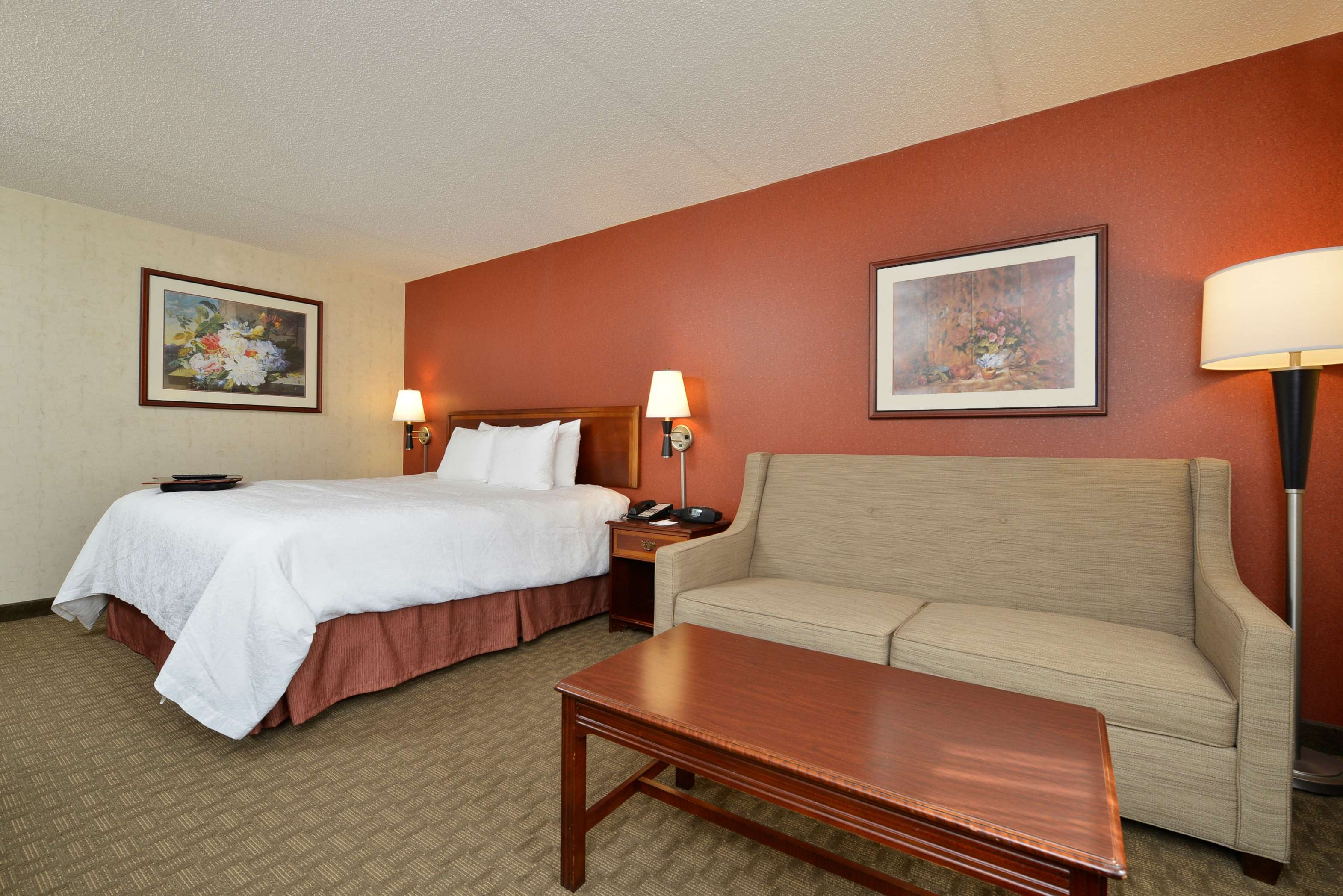 Hampton Inn East Aurora image 17