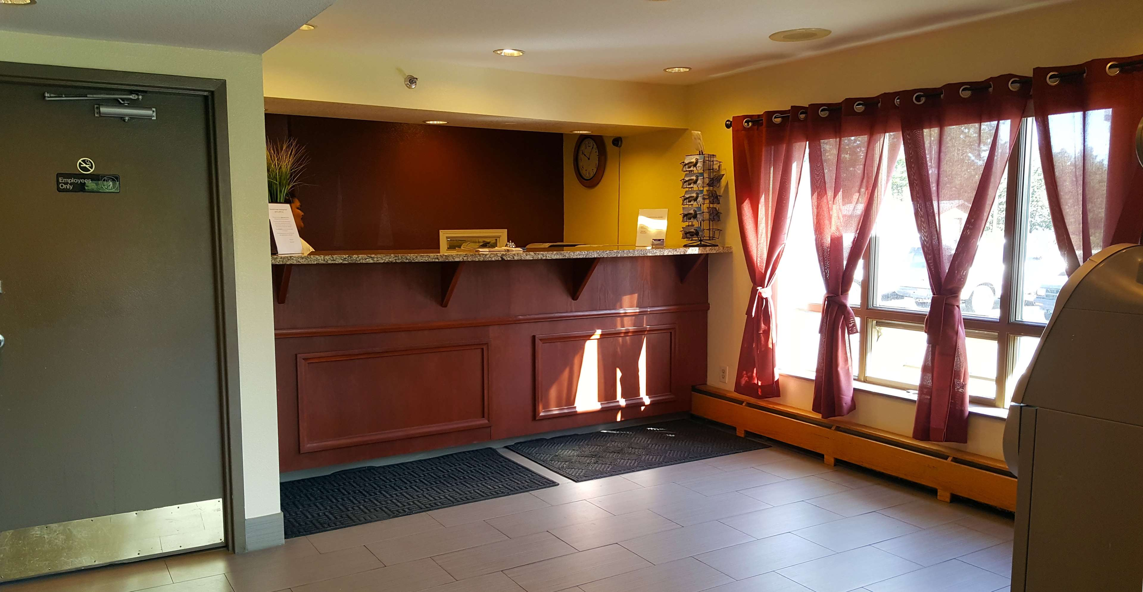 Americas Best Value Inn-Executive Suites / Airport Anchorage image 2