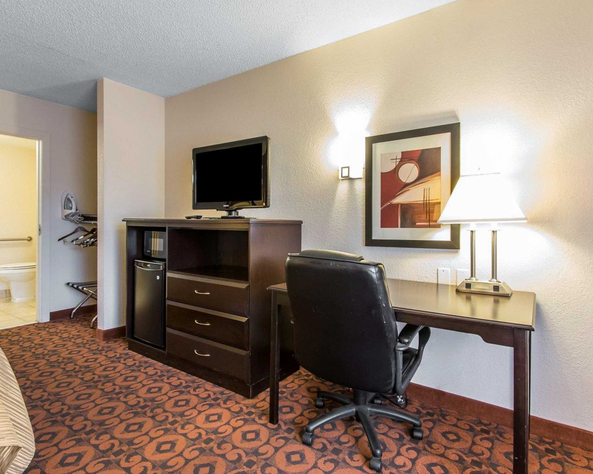 Quality Inn & Suites Fairgrounds West image 12