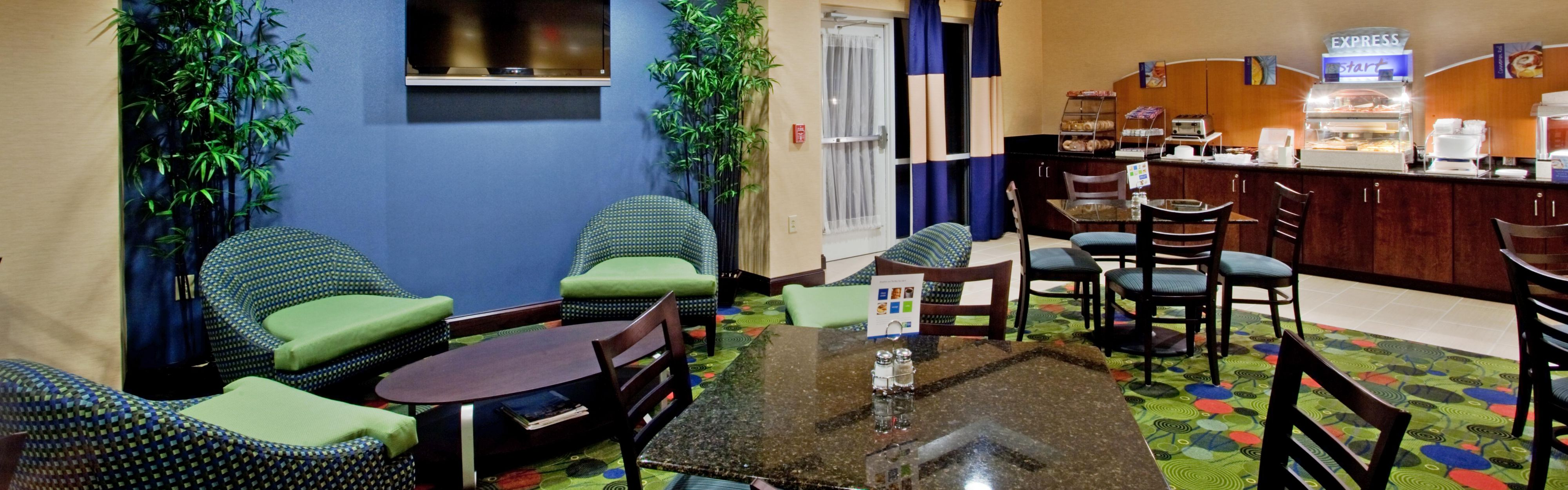 Holiday Inn Express & Suites Raleigh SW NC State image 3