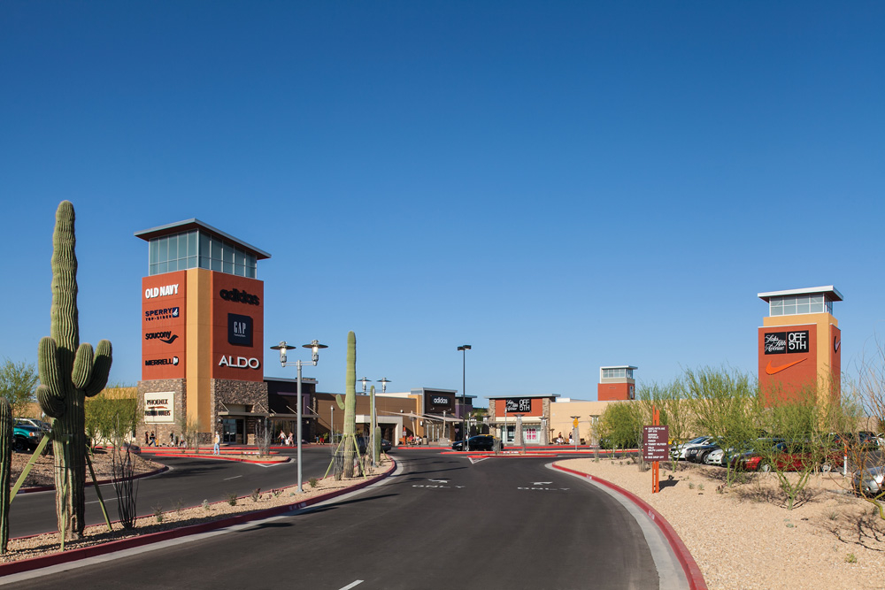 Located on the Gila River Indian Community, the Phoenix Premium Outlets is Arizona's newest outlet depot. With designers like Armani, BCBG Max Azria, Perry Ellis, and Hugo Boss, the Phoenix Premium Outlets center is a shopping destination that will impress your friends.