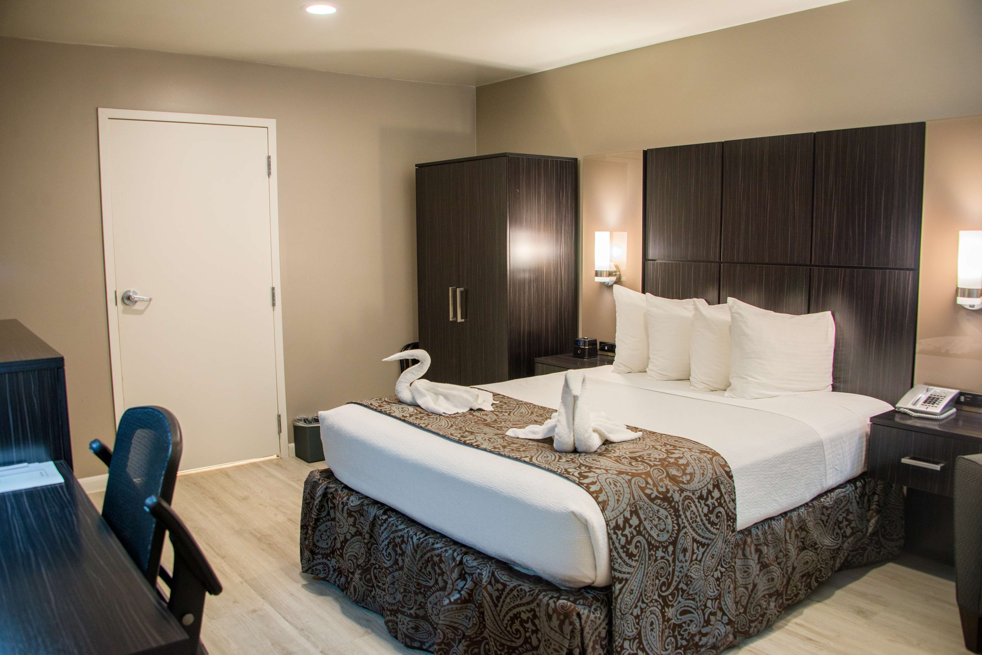 SureStay Plus by Best Western Santa Clara Silicon Valley image 7