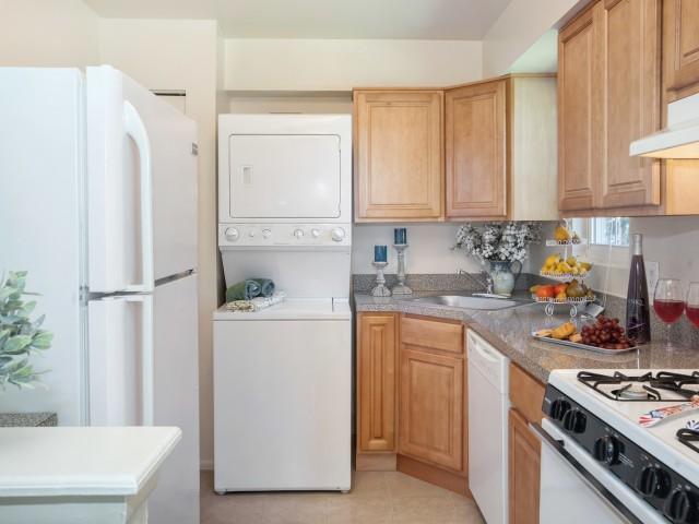 Fox Pointe Apartment Homes image 6