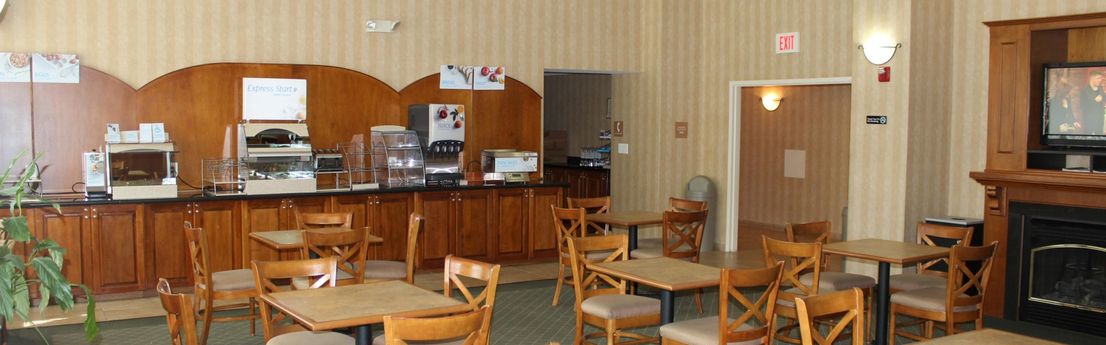 Holiday Inn Express & Suites Warrenton image 2