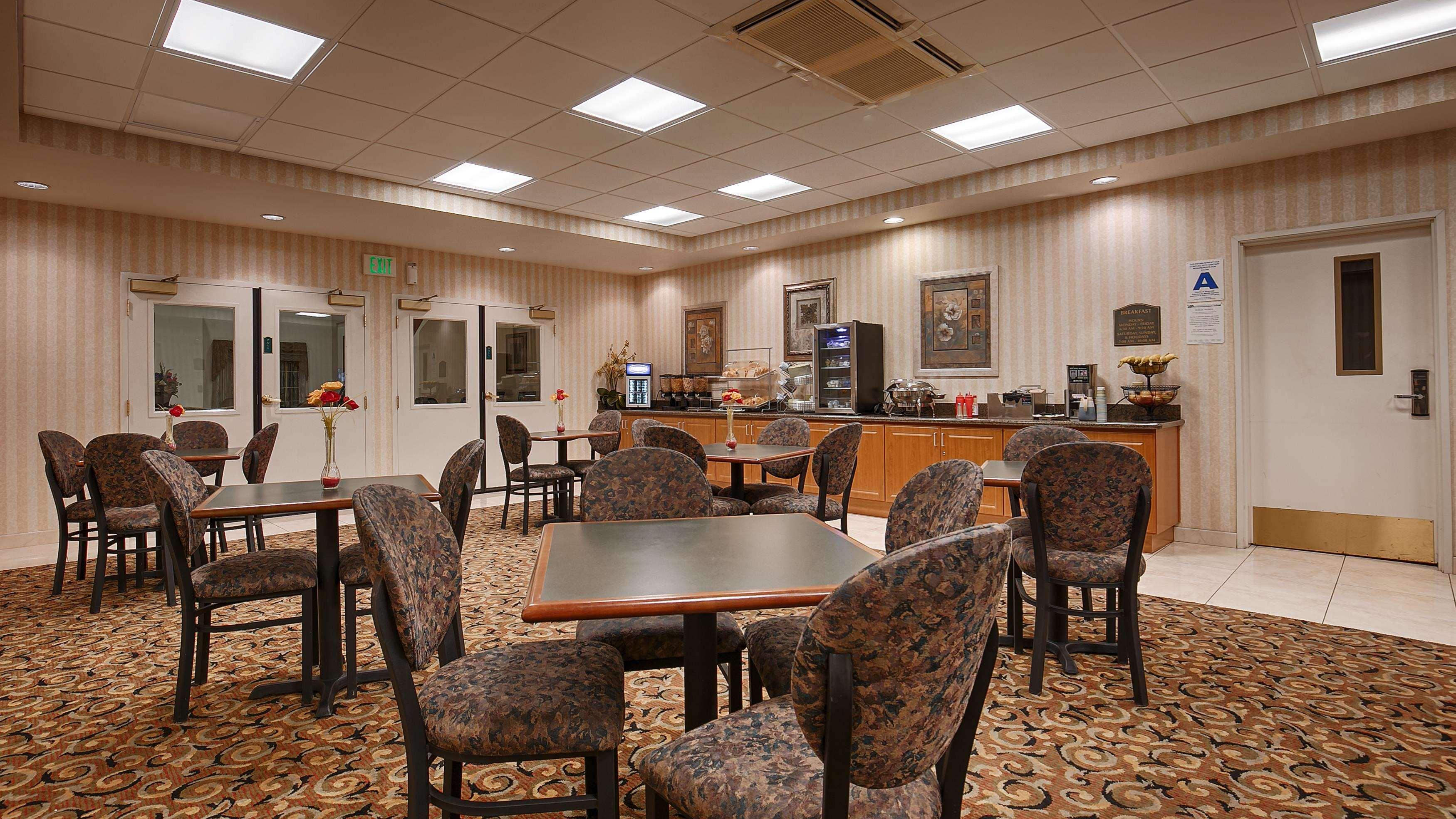 Best Western Plus Lake Elsinore Inn & Suites image 1