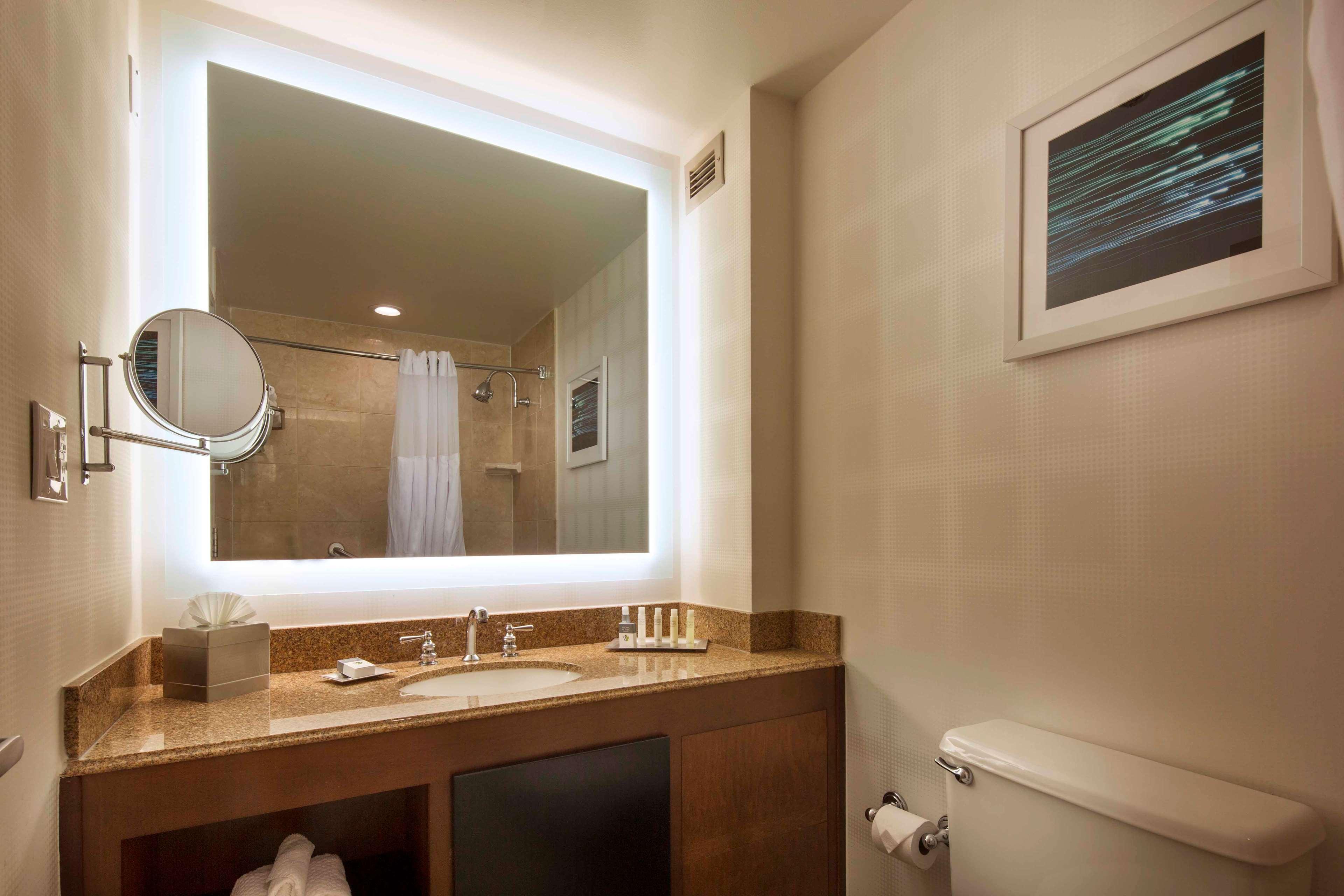 DoubleTree by Hilton Hotel Newark - Fremont image 25