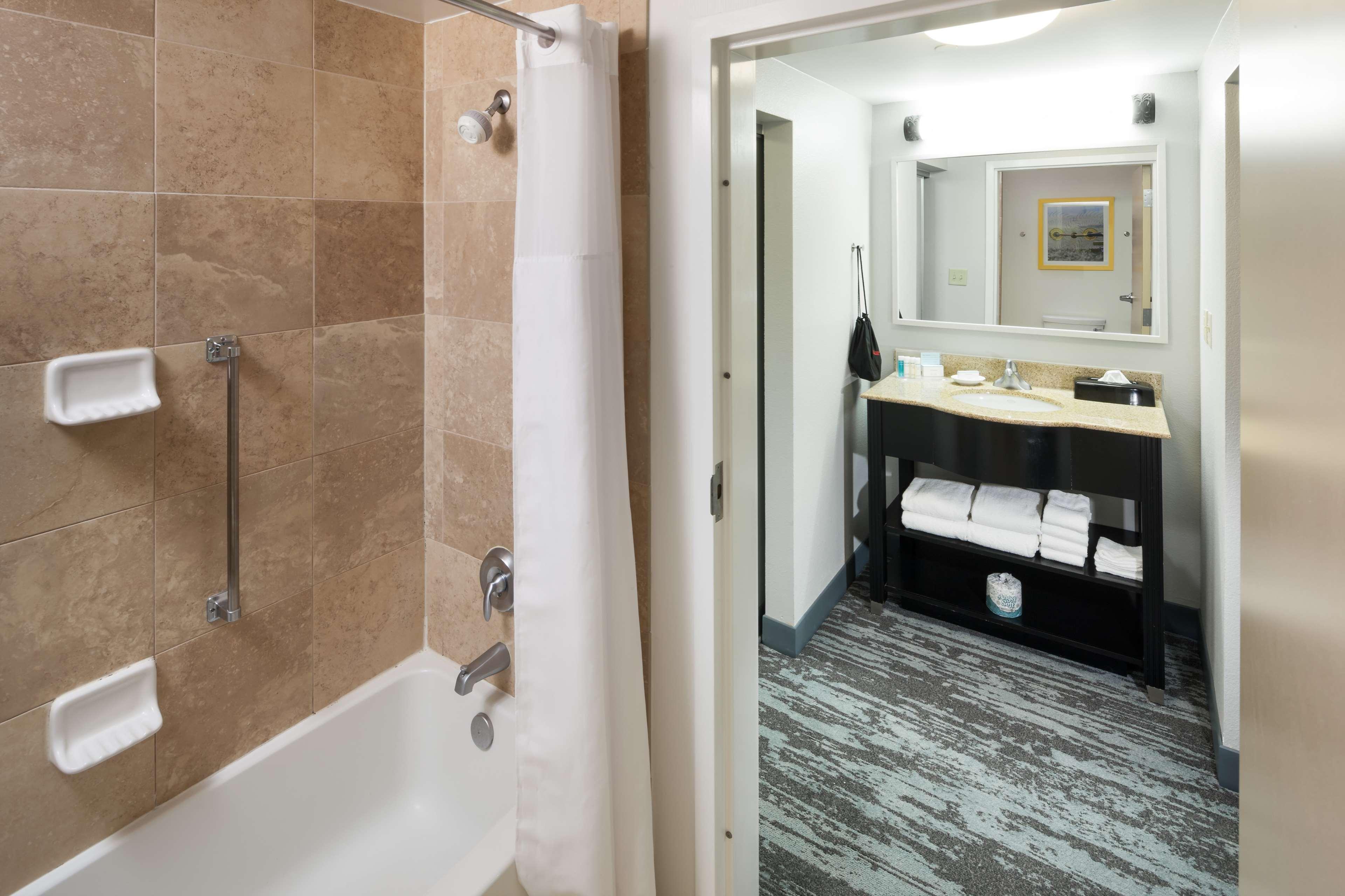 Hampton Inn & Suites Jackson image 27