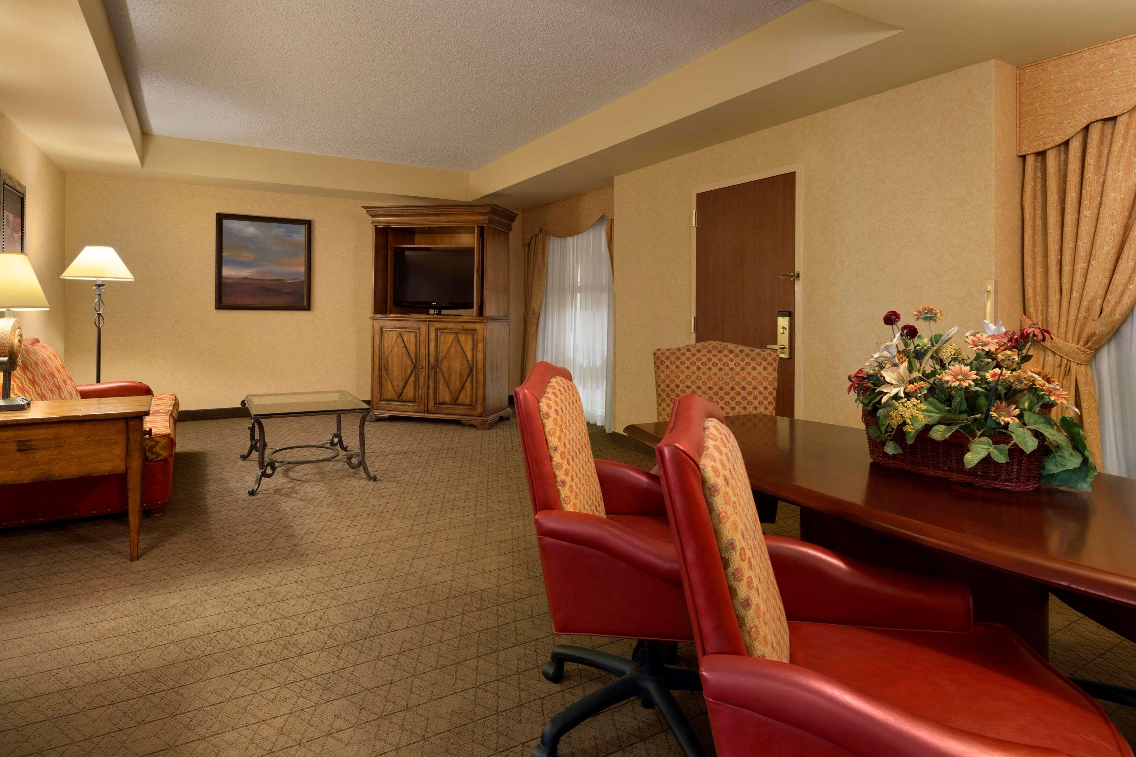 Embassy Suites by Hilton Albuquerque Hotel & Spa image 11