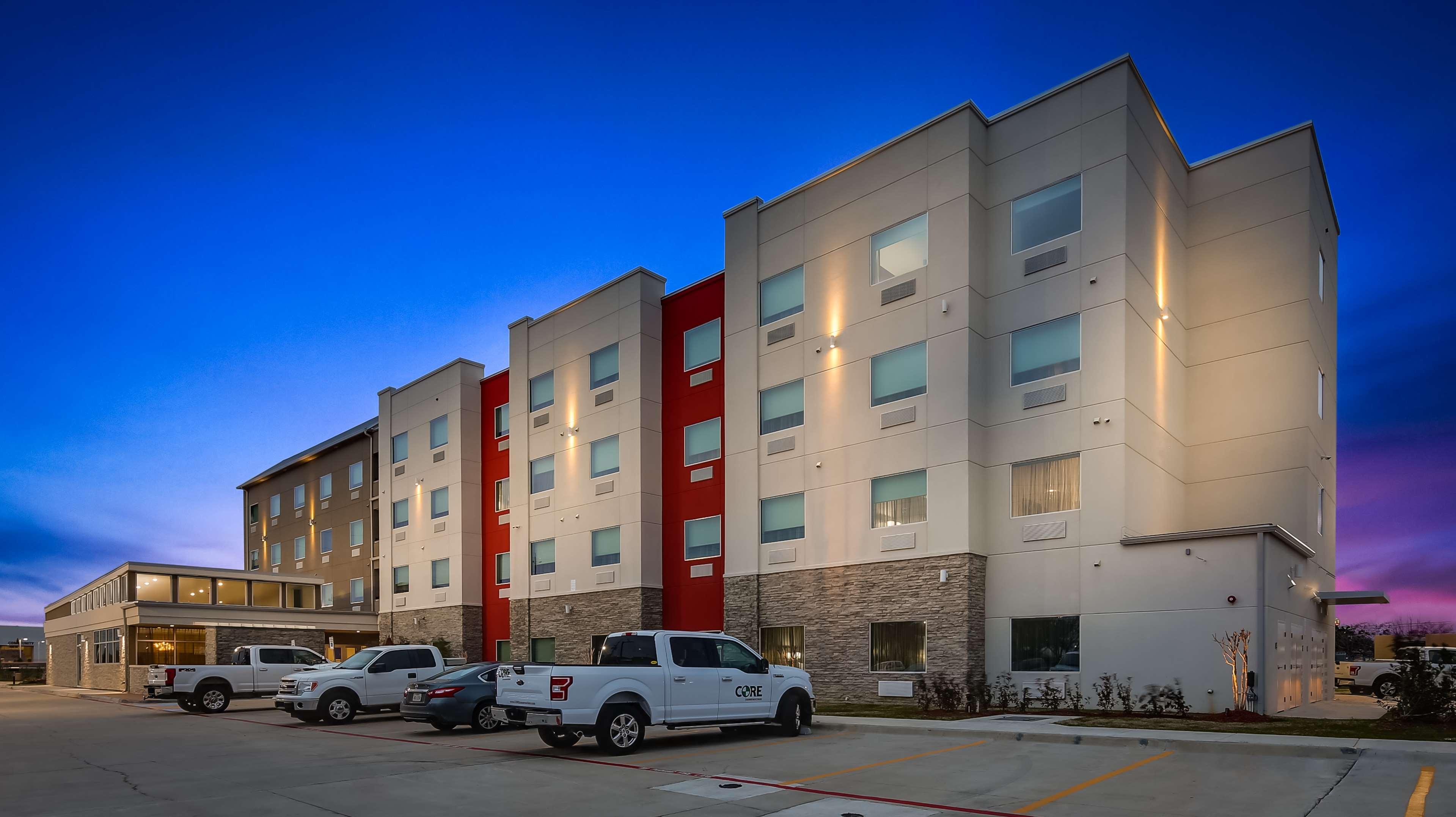 Best Western Plus Executive Residency Baytown image 1