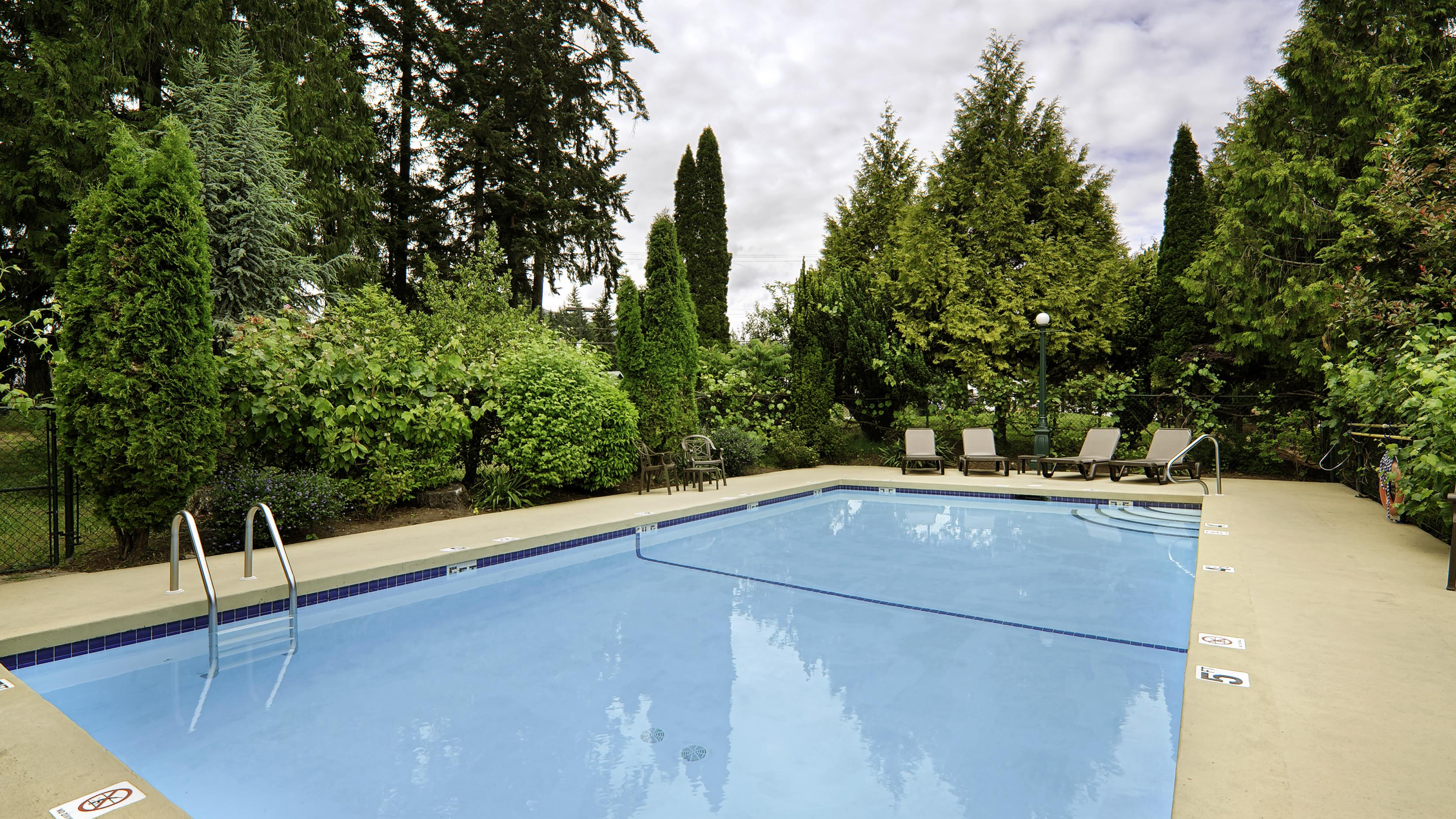 Best Western Cowichan Valley Inn in Duncan: Outdoor Pool