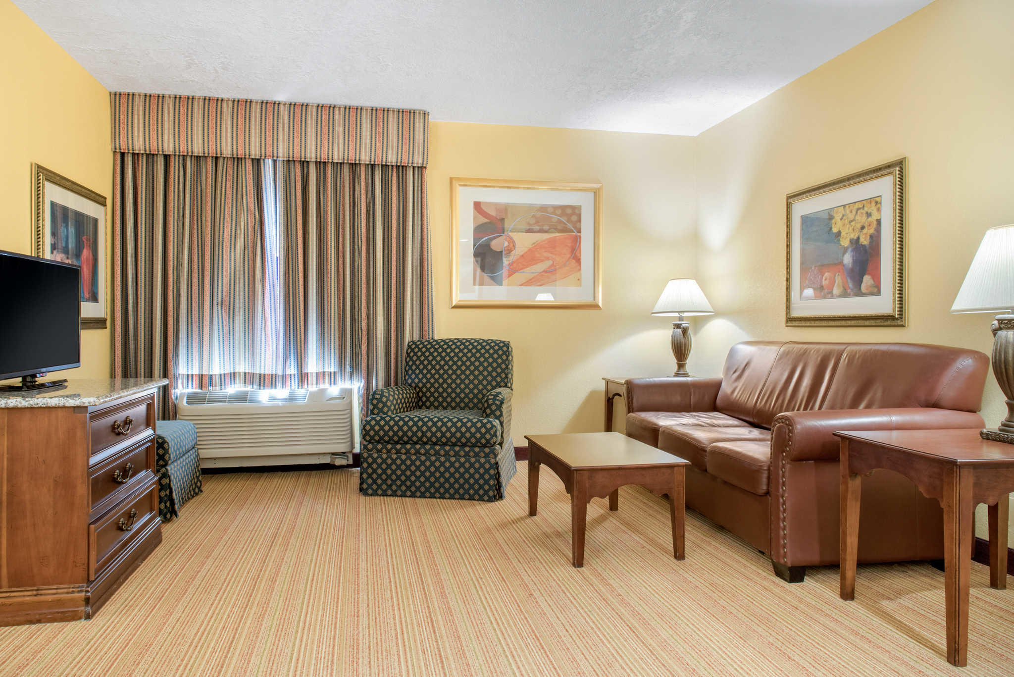 Quality Inn Airport image 16