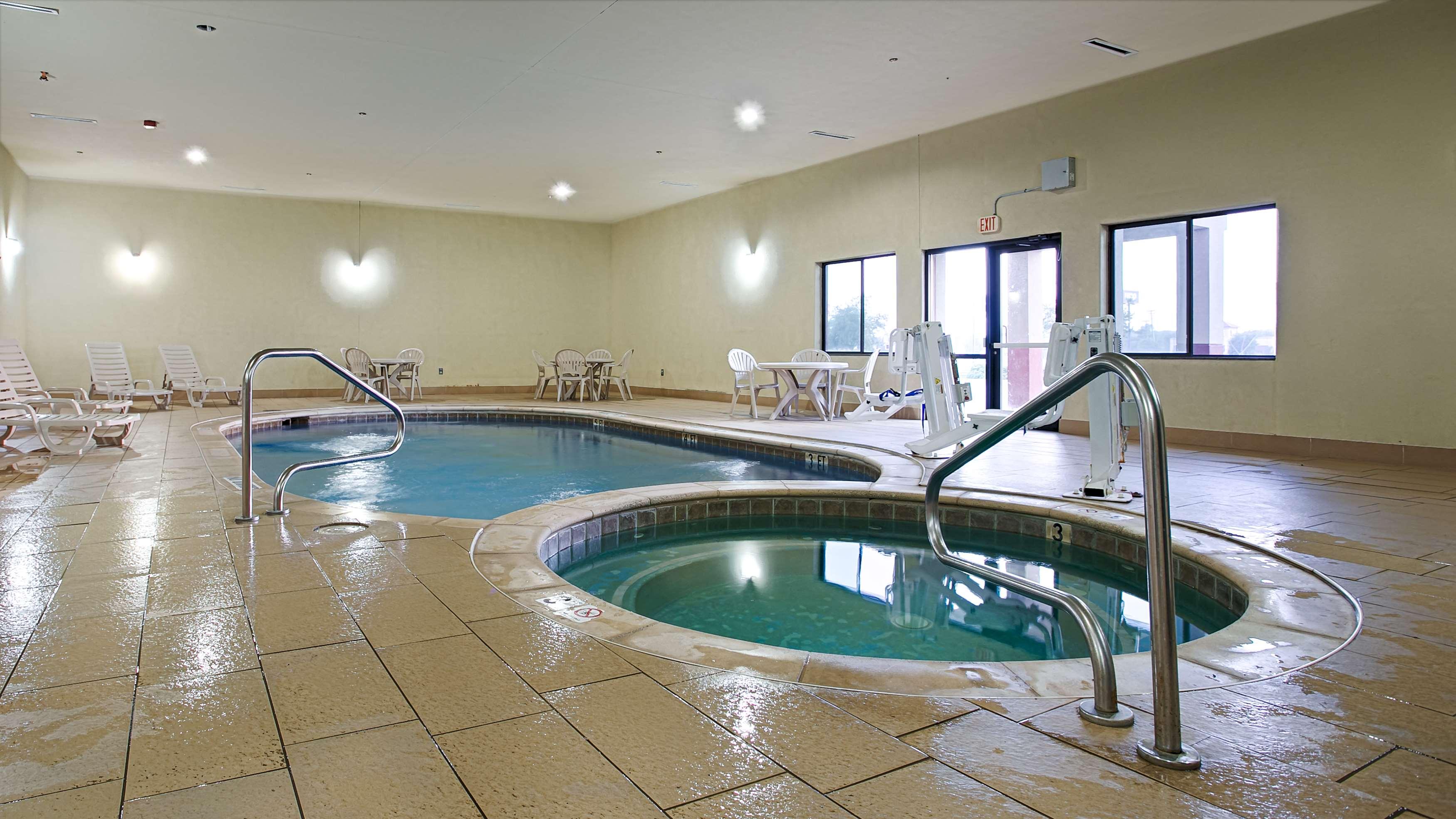 Best Western Plus Texoma Hotel & Suites image 9
