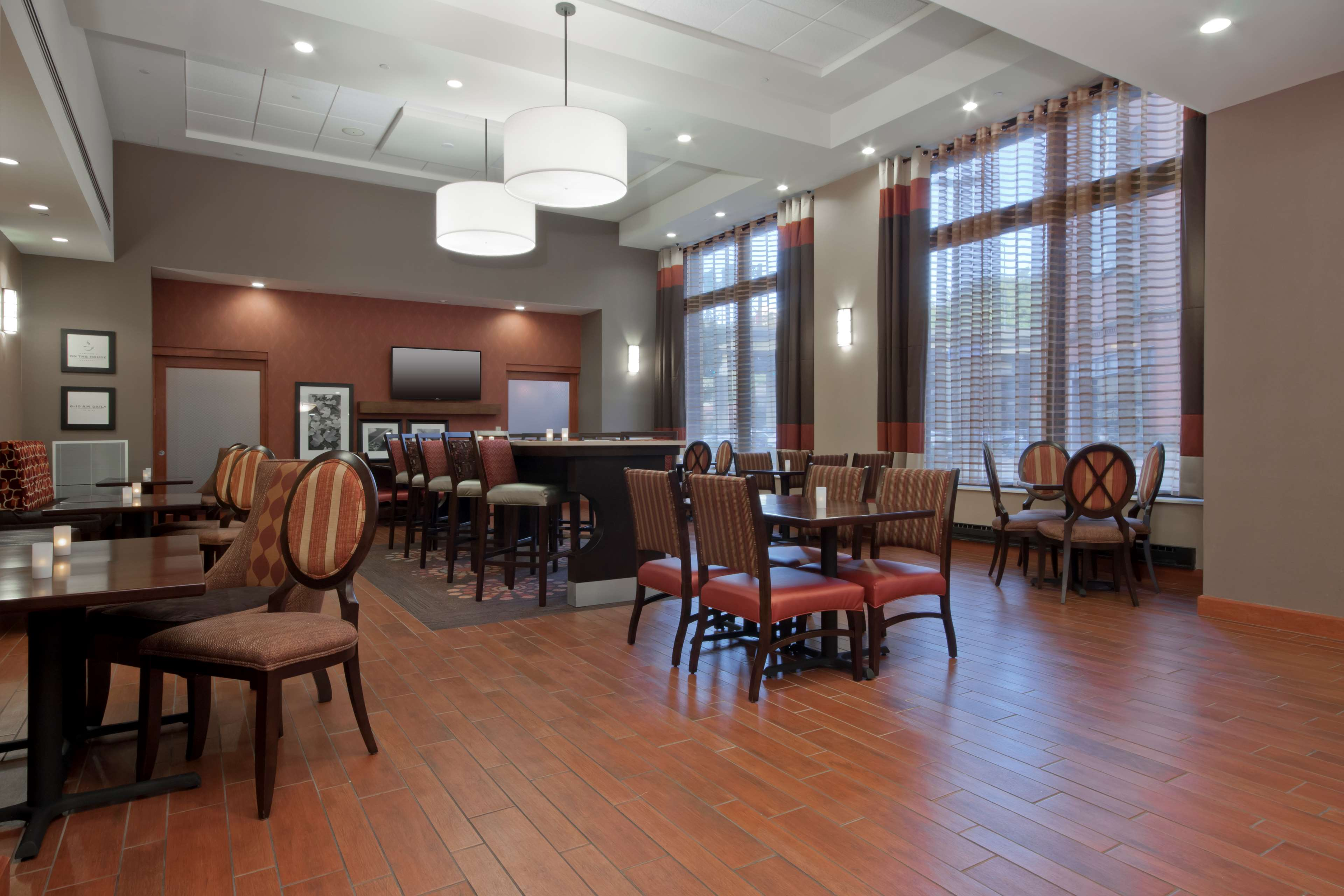 Hampton Inn & Suites Pittsburgh-Downtown image 11