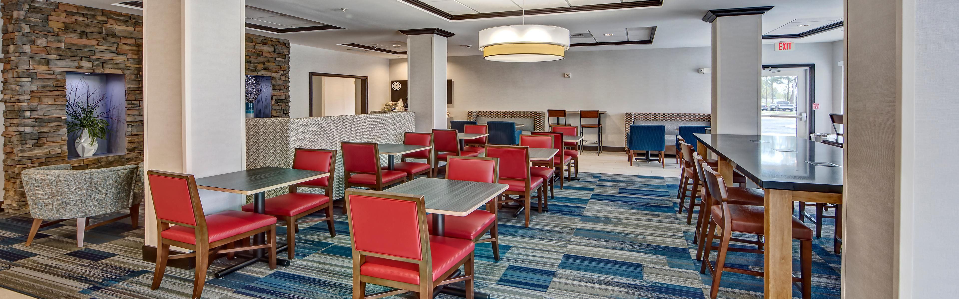 Holiday Inn Express & Suites Cookeville image 3