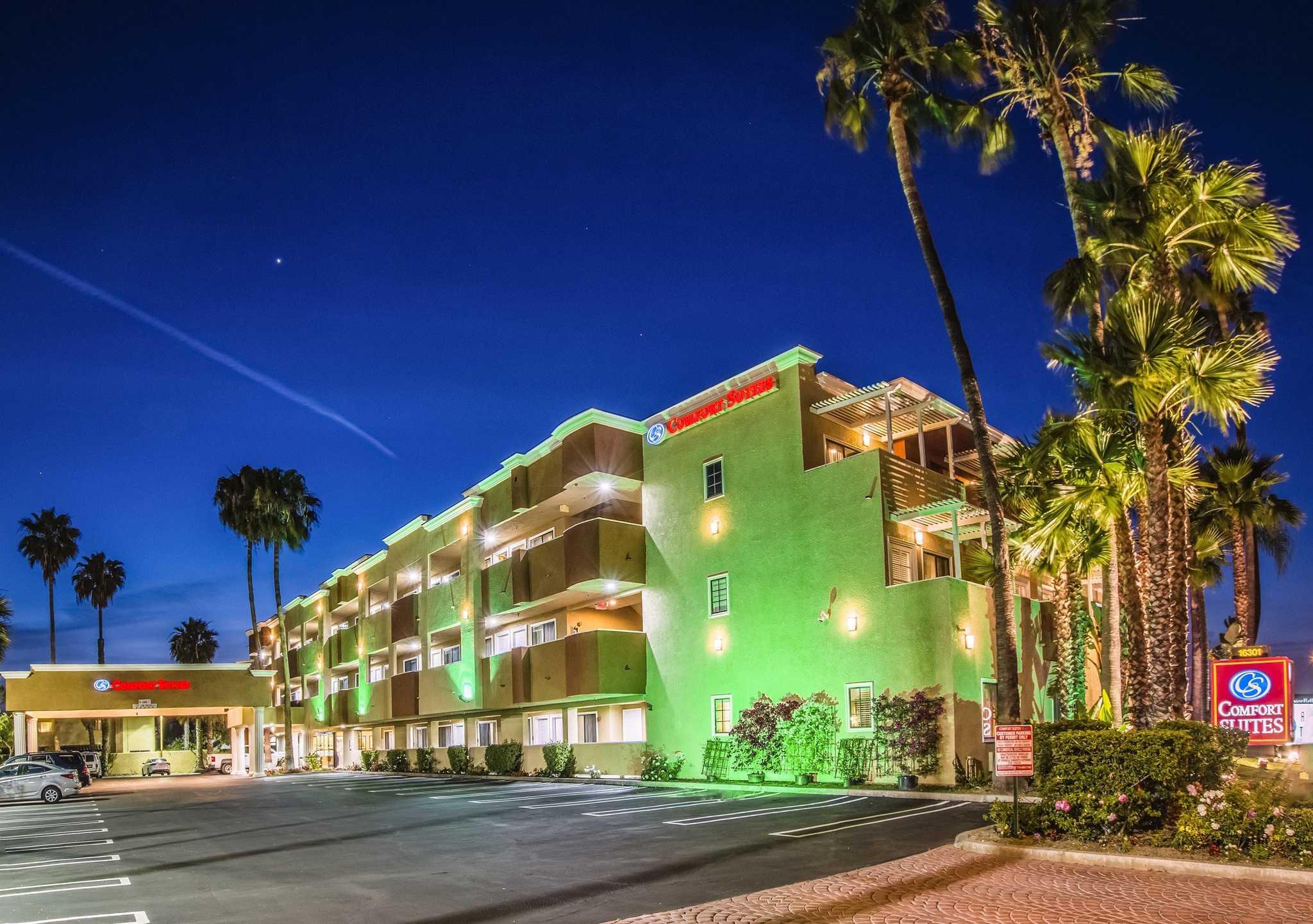 Comfort Suites Huntington Beach image 0