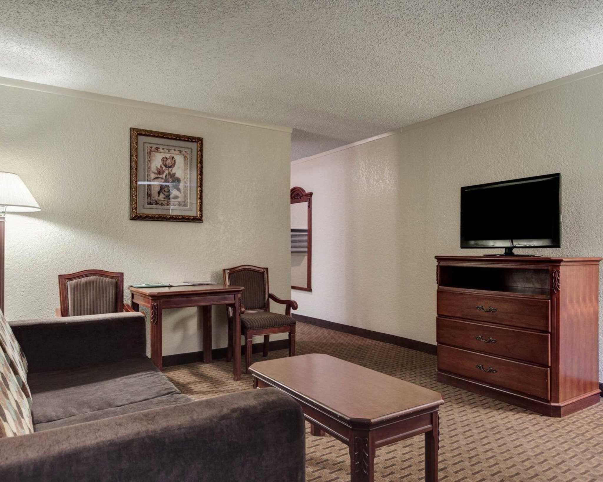 Quality Inn & Suites Airport image 28