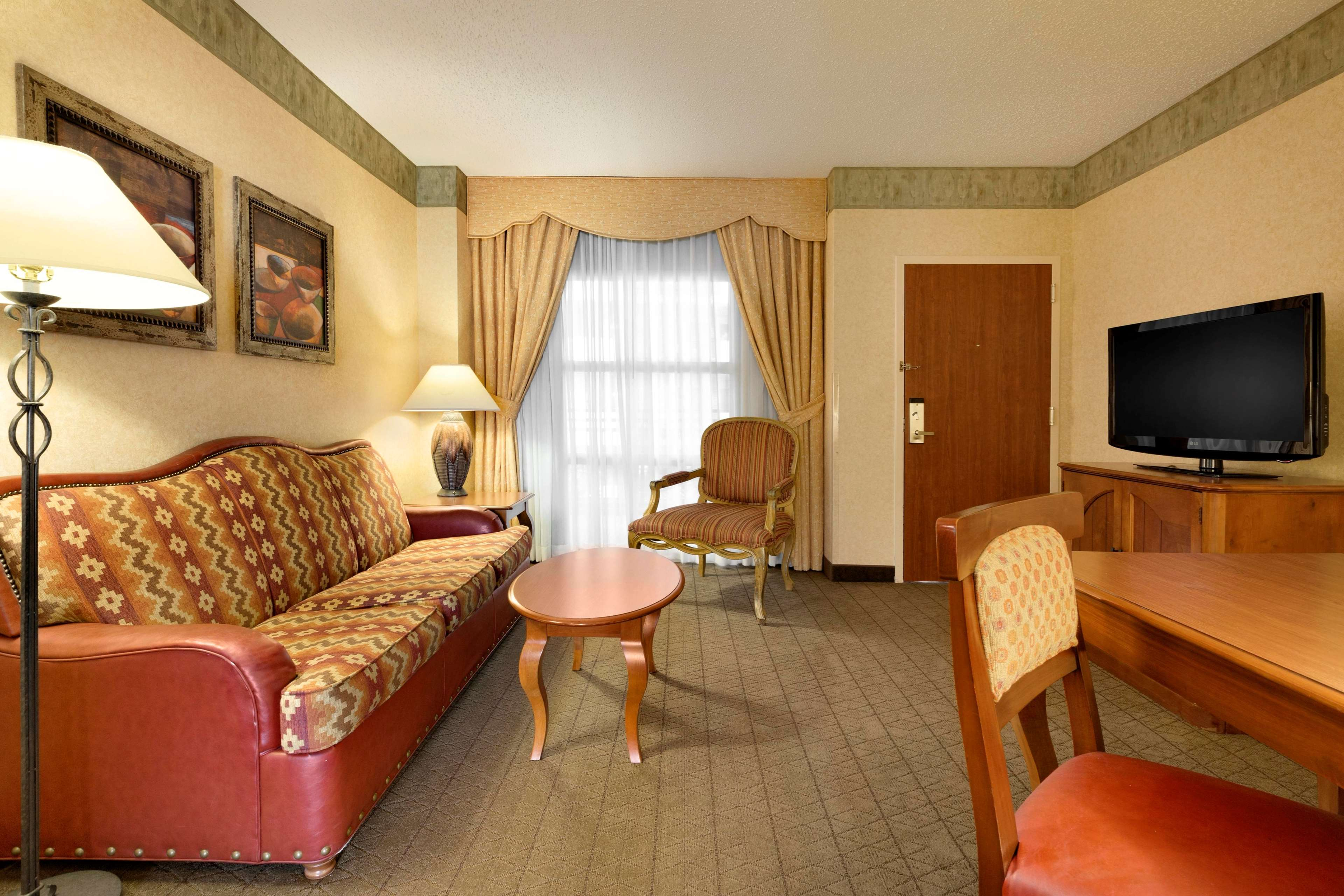 Embassy Suites by Hilton Albuquerque Hotel & Spa image 13