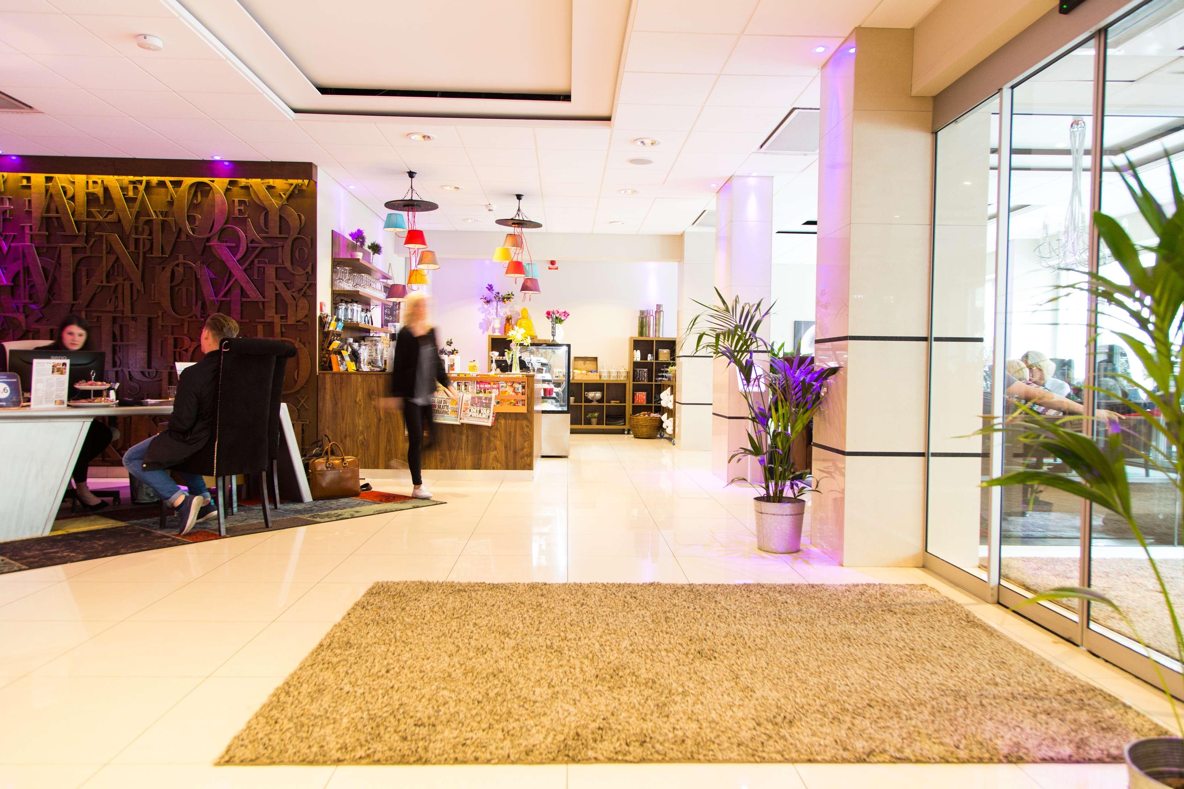 Reception Lobby Bar