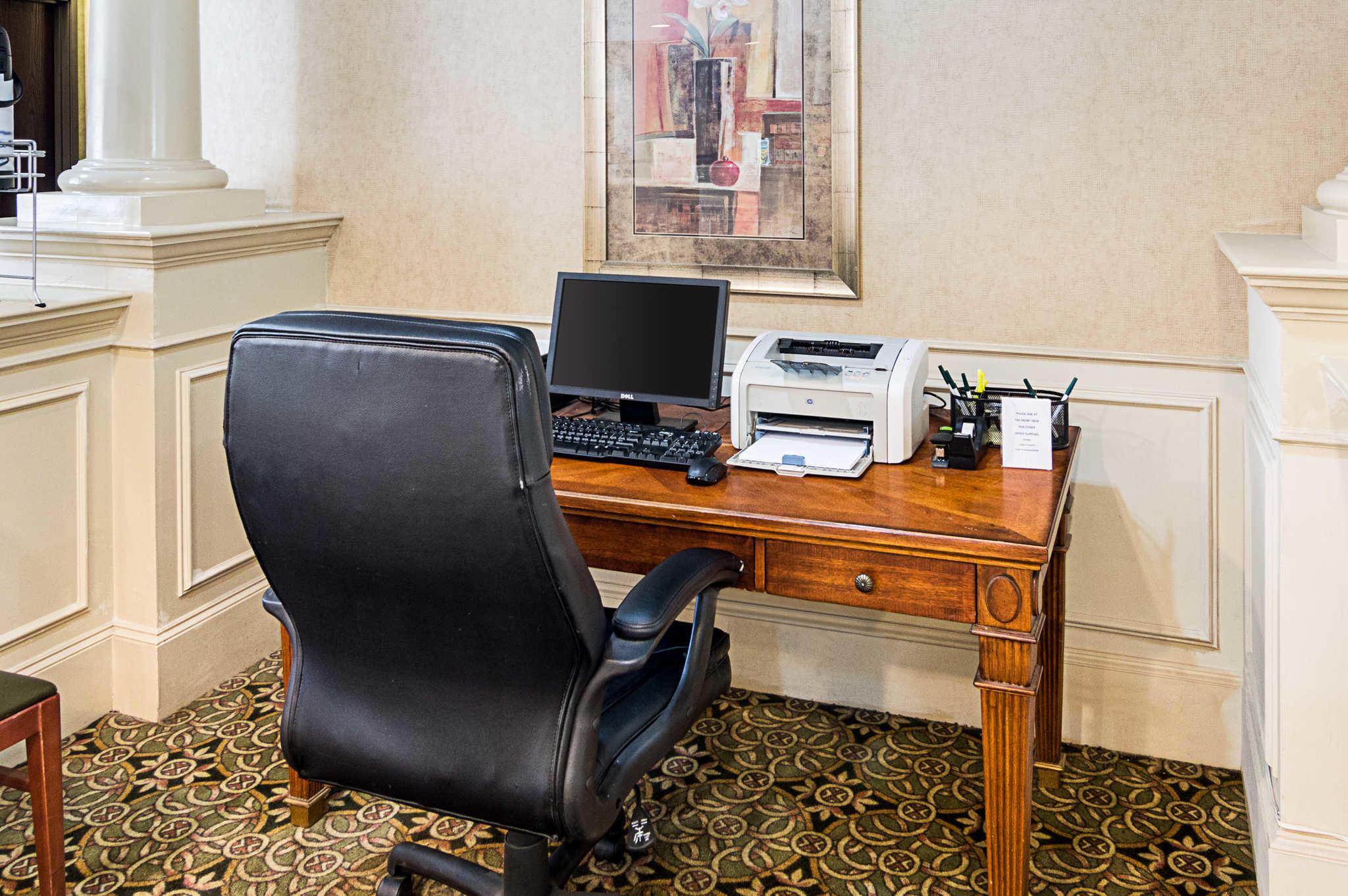 Quality Suites Sherman image 33