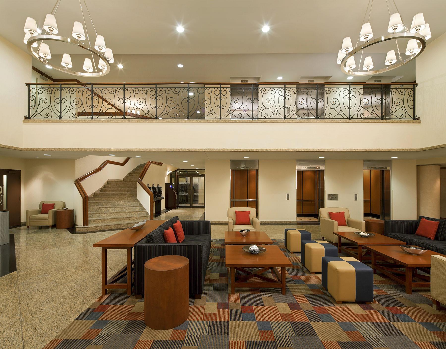 Four Points by Sheraton Hotel & Conference Centre Gatineau-Ottawa à Gatineau: Lobby