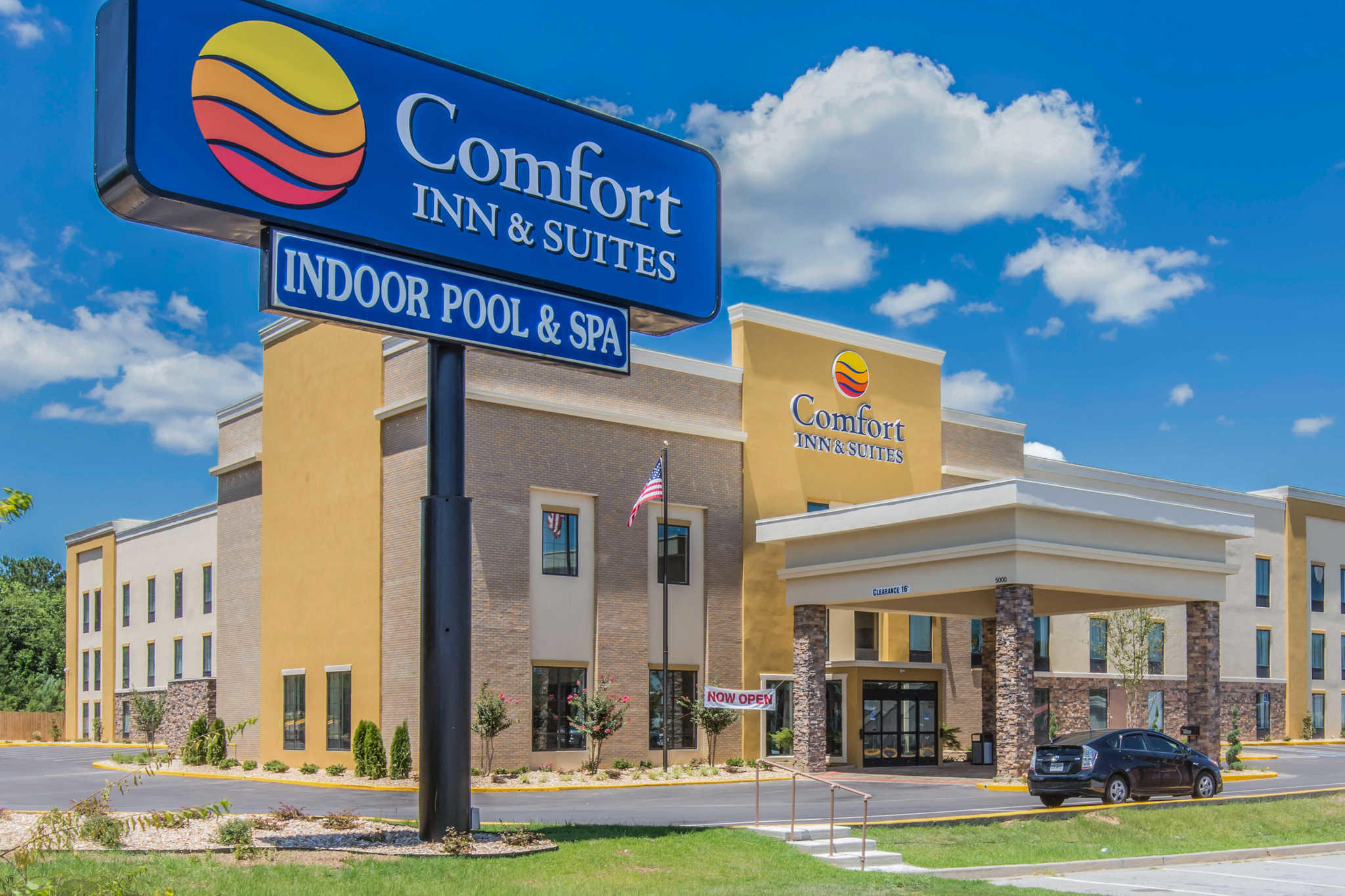 Comfort Inn & Suites West image 1