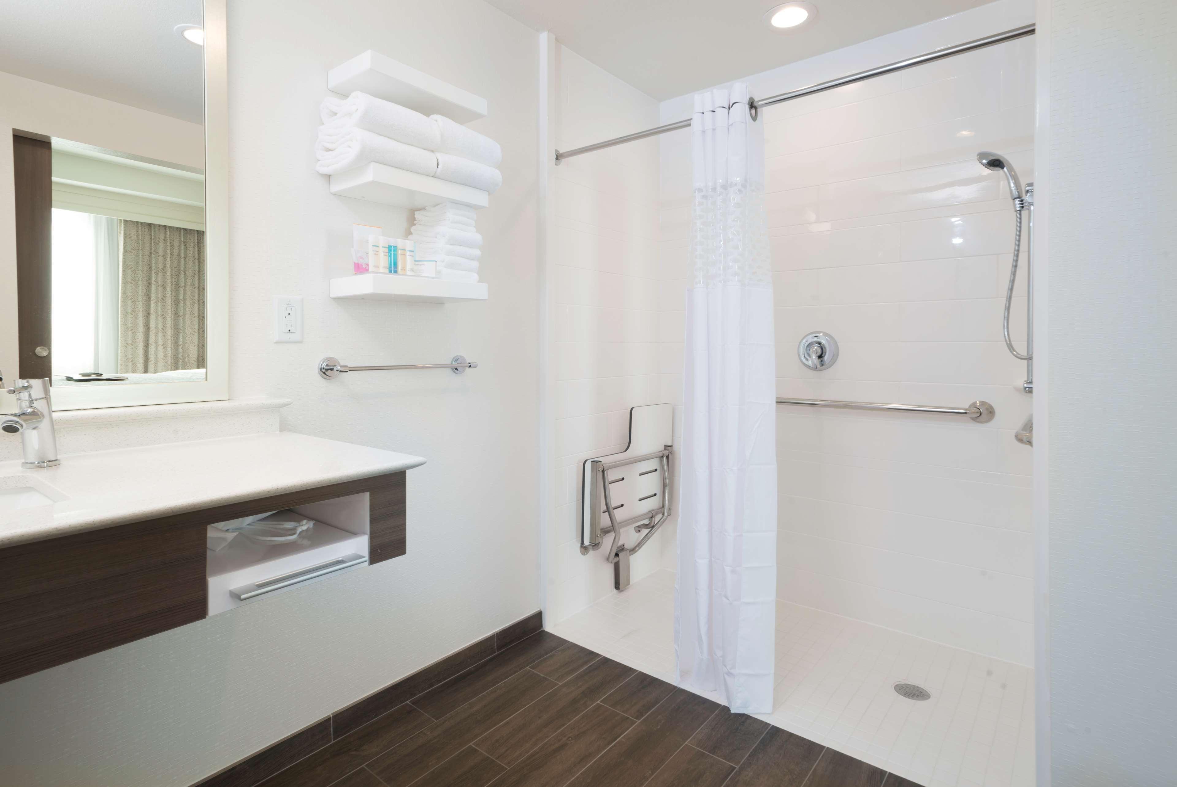 Hampton Inn & Suites Phoenix East Mesa image 11