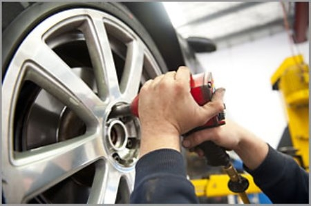 Wendy car dealership owner dodgy car salesman sells for Red barn motors austin tx