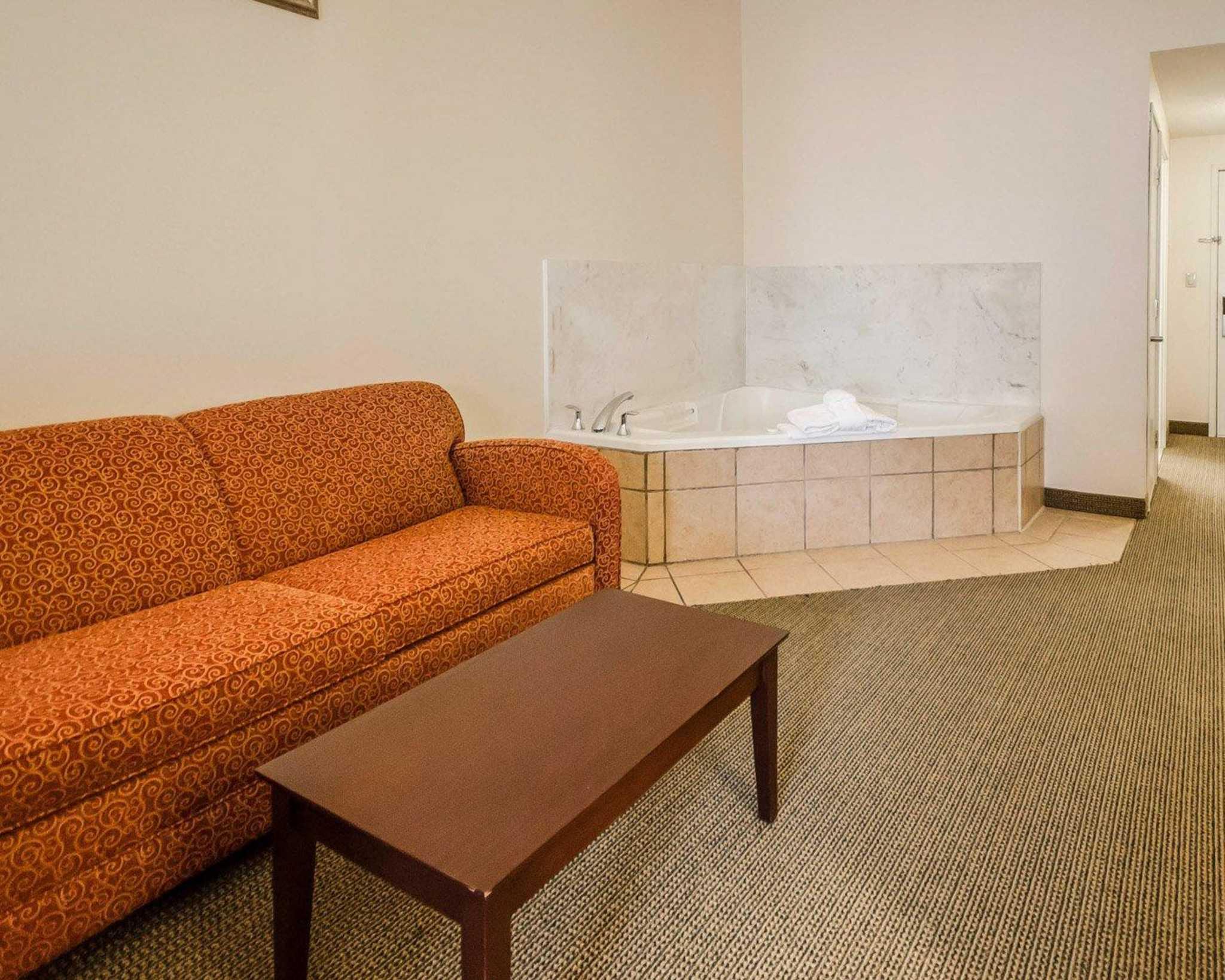 Quality Suites image 18