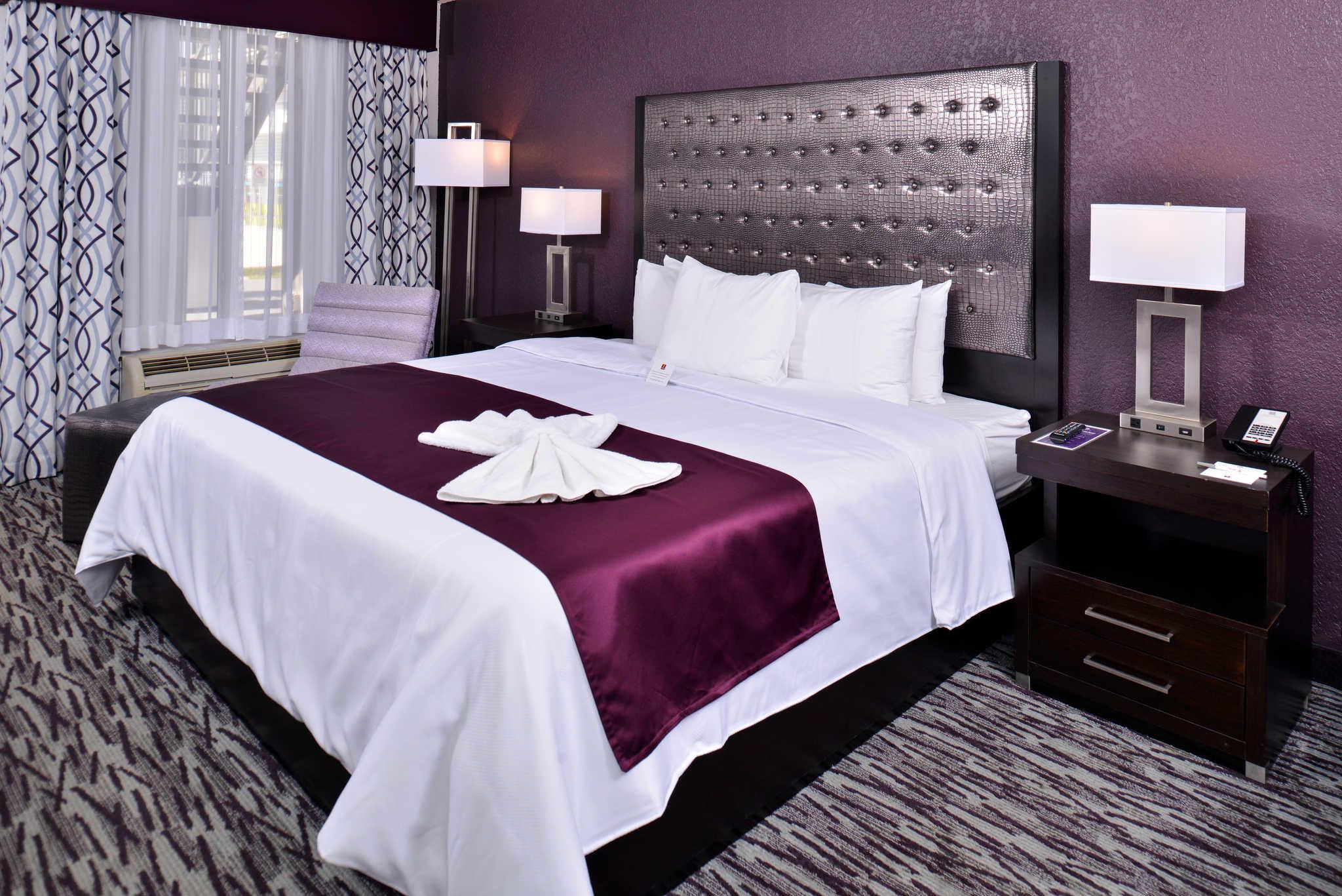 Clarion Inn & Suites Orlando near Theme Parks image 8