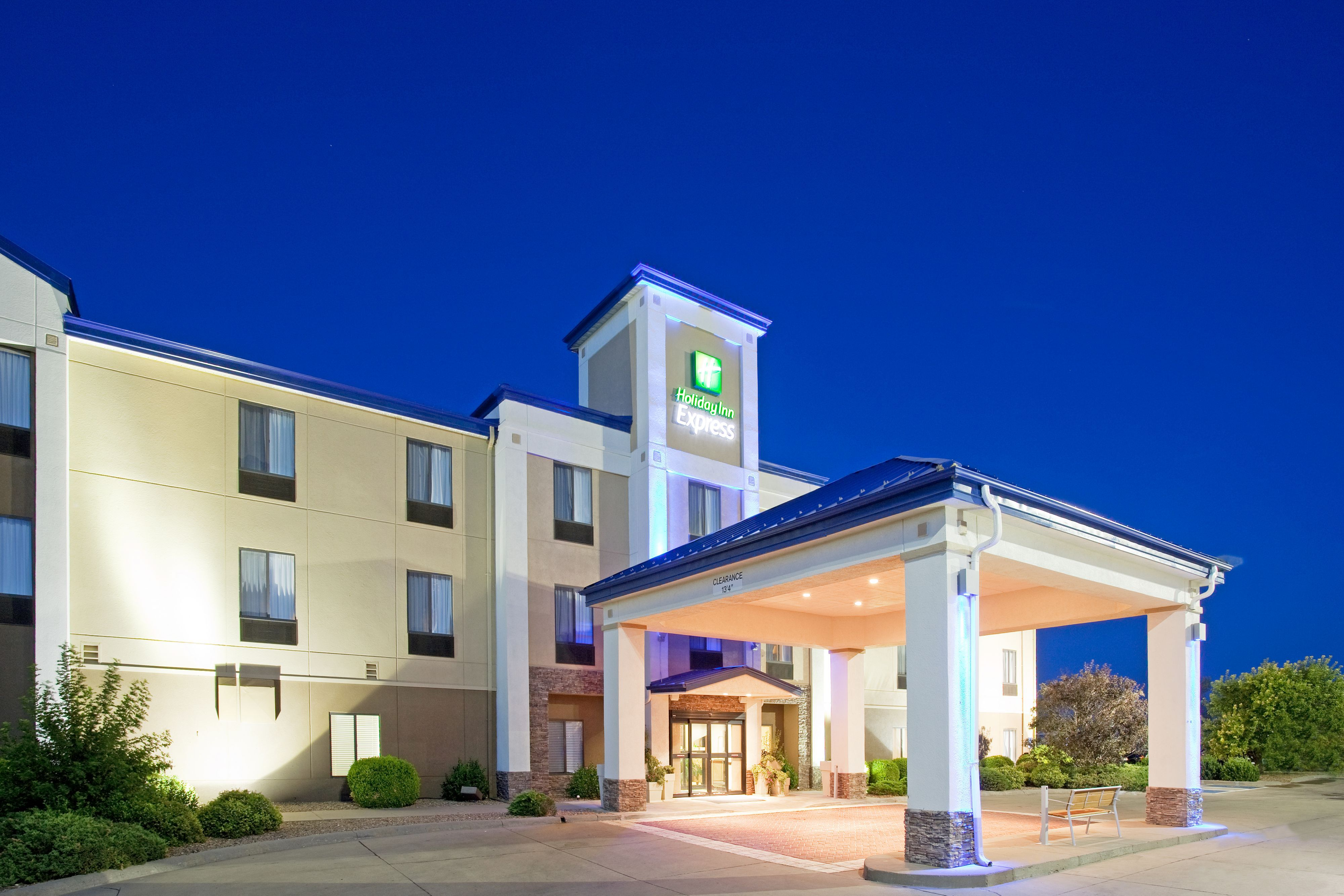 Holiday Inn Express & Suites Gallup East image 4