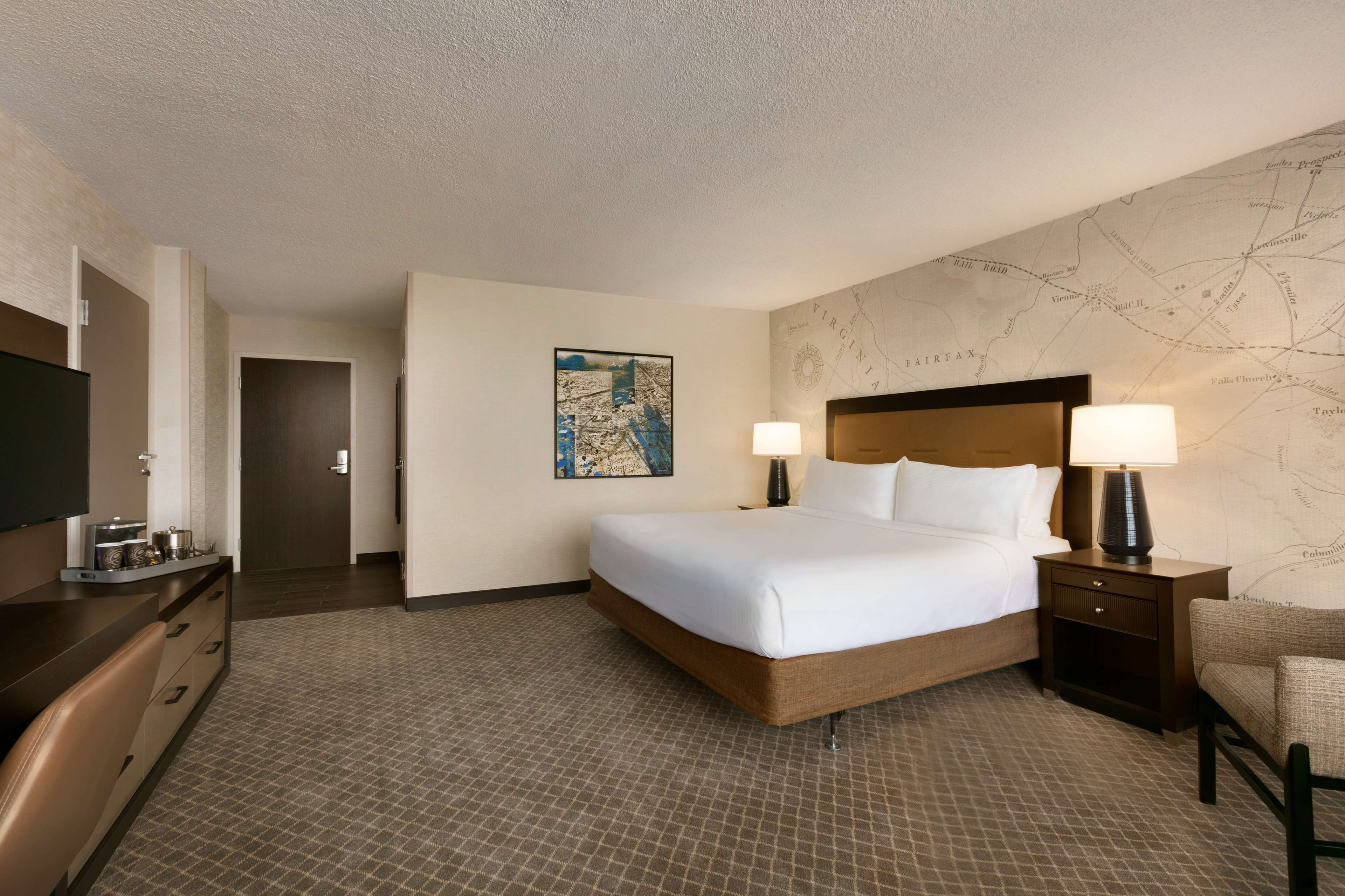 DoubleTree by Hilton McLean Tysons image 24
