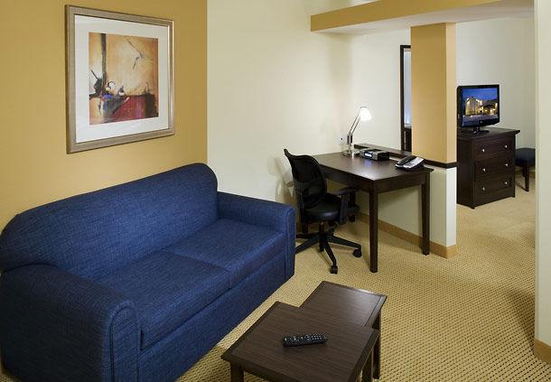 Fairfield Inn & Suites by Marriott Houston Intercontinental Airport image 5