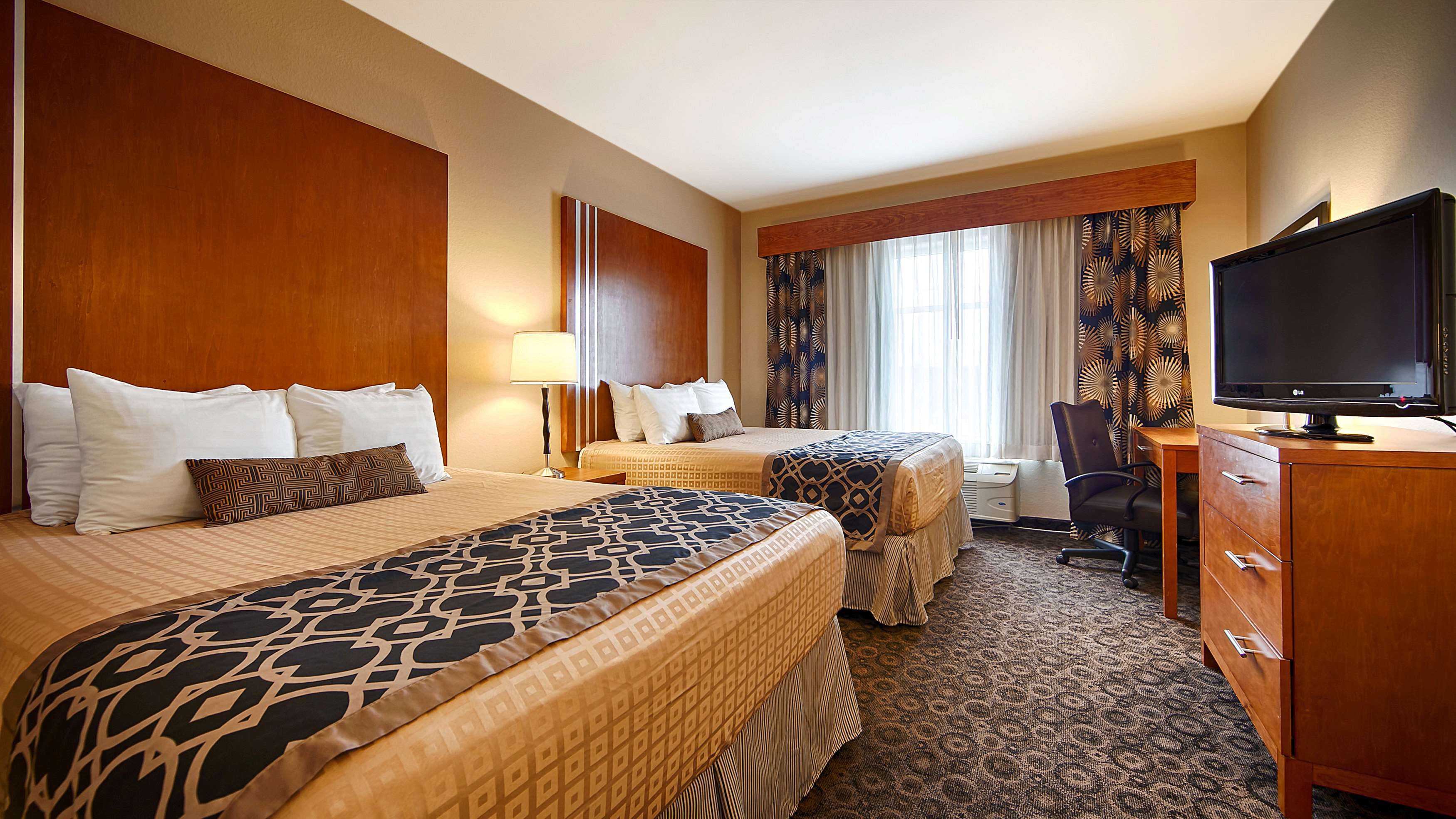 Best Western Plus Rose City Conference Center Inn