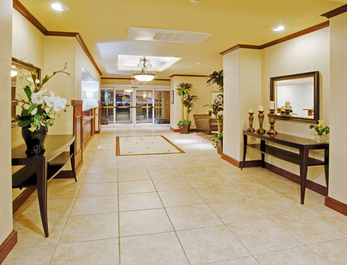 Holiday Inn Express & Suites Dinuba West image 2