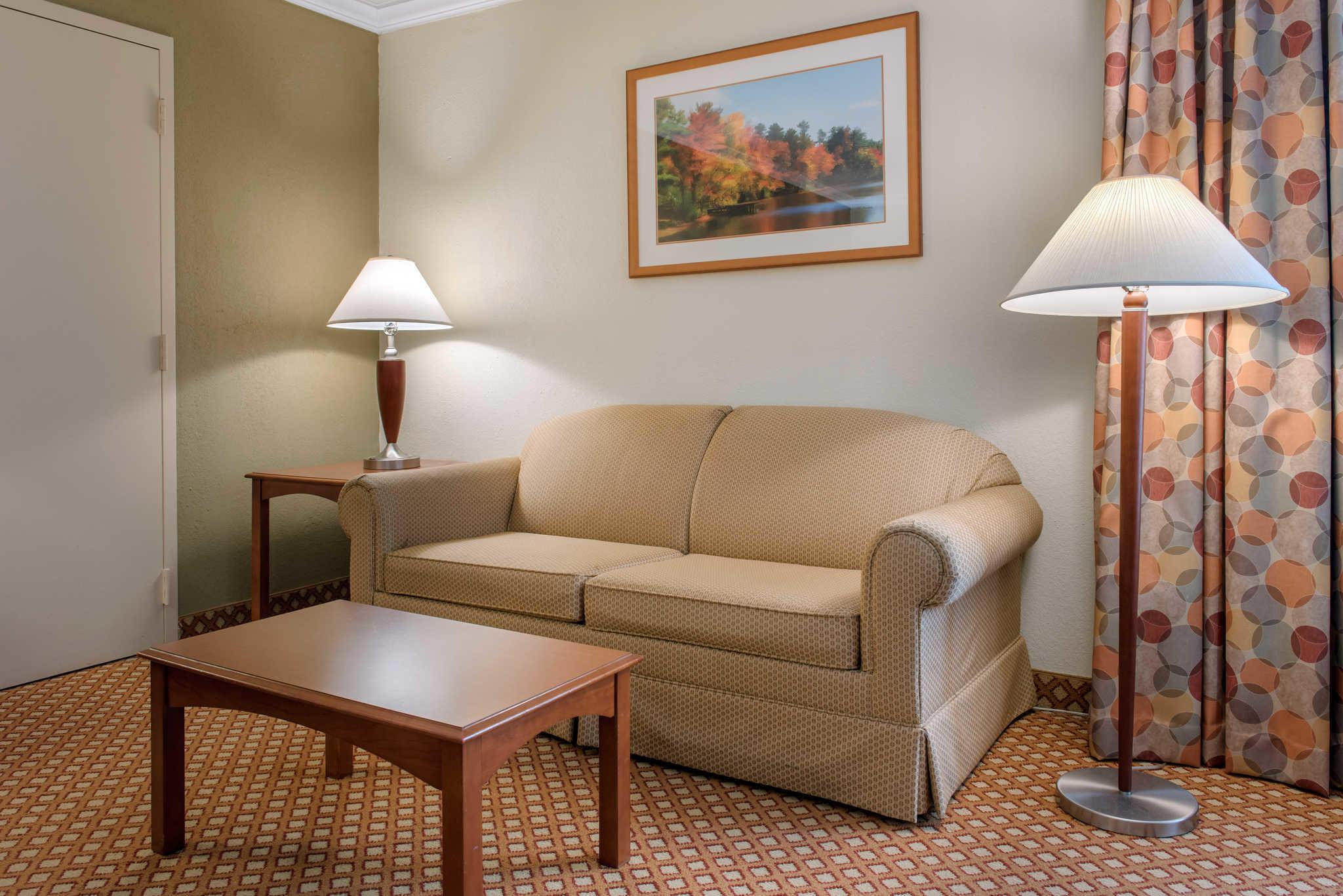 Quality Hotel - Cincinnati Blue Ash image 19